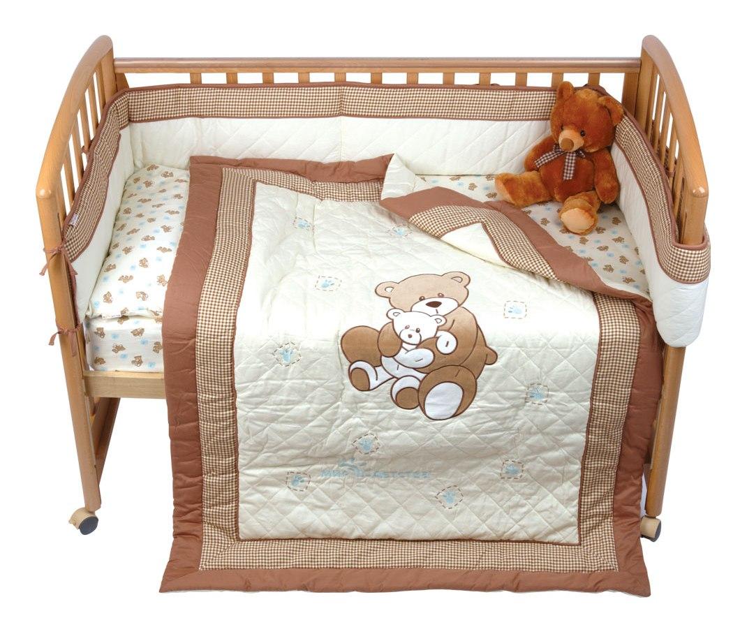 Комплект для детской кроватки Мир детства Бурый мишка, 5 предметовS03301004Комплект для детской кроватки Мир детства Бурый мишка специально предназначен для самых маленьких. Белье изготовлено из чистого хлопка с природными красками без фенола. Комплект включает 5 предметов: - подушка, наполненная полиэстером; - одеяло на синтепоне, простеганное насквозь, с аппликацией и вышивкой (можно использовать в качестве игрального коврика); - набивное постельное белье: простыня на резинке и наволочка; - бампер охранный с печатным рисунком и вышивкой, наполнитель - полиэстер. В этом комплекте есть все, что нужно вашему малышу для полноценного и спокойного отдыха. В комплект входят:Одеяло - 1 шт. Размер: 110 см х 140 см.Подушка - 1 шт. Размер: 40 см х 60 см.Бампер - 1 шт. Размер: 25 см х 360 см.Простыня на резинке - 1 шт. Размер: 60 см х 120 см х 20 см.Наволочка - 1 шт. Размер: 40 см х 60 см.