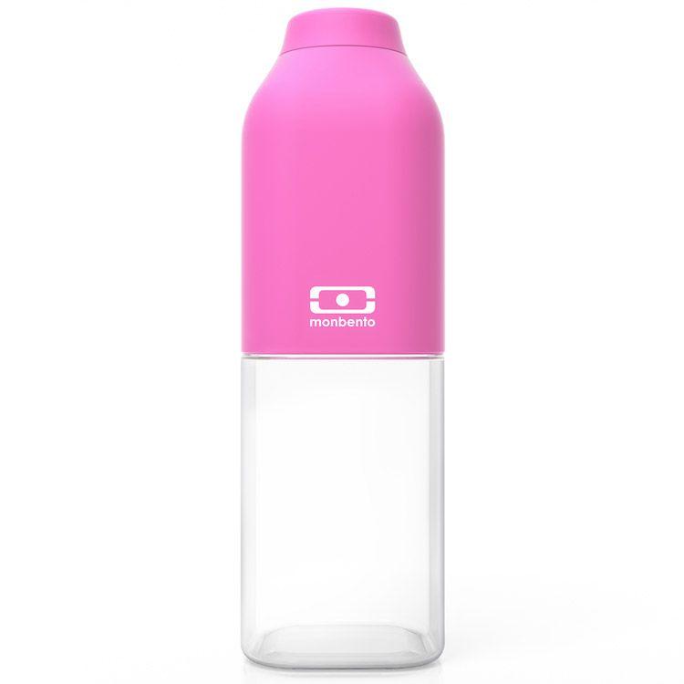 Бутылка для воды Monbento Positive, цвет: розовый, 500 млVT-1520(SR)Бутылка для воды Monbento Positive изготовлена из безопасного пищевого пластика (BPA free). Одна половина бутылки - прозрачная, вторая оснащена цветным покрытием Soft touch, благодаря чему ее приятно держать в руке. Изделие оснащено герметичной закручивающейся крышкой. Такая идеальная бутылка небольшого размера, но отличной вместимости наполняет оптимизмом, даря заряд позитива и хорошего настроения.Многоразовая бутылка пригодится в спортзале, на прогулке, дома, на даче - в общем, везде! Забудьте про одноразовые пластиковые емкости - они некрасивые, да и засоряют окружающую среду. А такая красота в руках точно привлечет взгляды окружающих.Нельзя мыть в посудомоечной машине.Высота бутылки (с учетом крышки): 19 см.Размер дна: 6 см х 6 см.