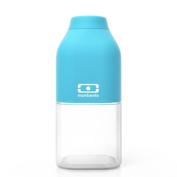 Бутылка для воды Monbento Positive, цвет: голубой, 330 мл3B287Бутылка для воды Monbento Positive изготовлена из безопасного пищевого пластика (BPA free). Одна половина бутылки - прозрачная, вторая оснащена цветным покрытием Soft touch, благодаря чему ее приятно держать в руке. Изделие оснащено герметичной закручивающейся крышкой. Такая идеальная бутылка небольшого размера, но отличной вместимости наполняет оптимизмом, даря заряд позитива и хорошего настроения.Многоразовая бутылка пригодится в спортзале, на прогулке, дома, на даче - в общем, везде! Забудьте про одноразовые пластиковые емкости - они некрасивые, да и засоряют окружающую среду. А такая красота в руках точно привлечет взгляды окружающих.Нельзя мыть в посудомоечной машине.Высота бутылки (с учетом крышки): 13,5 см.Размер дна: 6 см х 6 см.