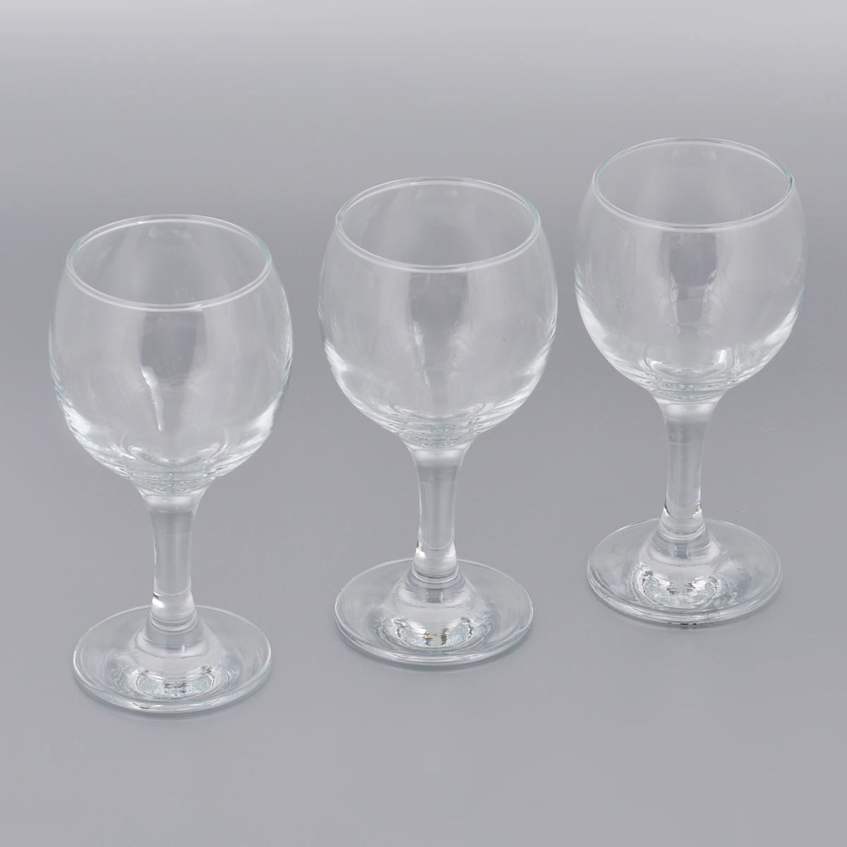 Набор бокалов для вина Pasabahce Bistro, 225 мл, 3 штVT-1520(SR)Набор Pasabahce Bistro состоит из трех бокалов, выполненных из прочного натрий-кальций-силикатного стекла. Изделия оснащены высокими ножками. Бокалы предназначены для подачи вина. Они сочетают в себе элегантный дизайн и функциональность. Благодаря такому набору пить напитки будет еще вкуснее.Набор бокалов Pasabahce Bistro прекрасно оформит праздничный стол и создаст приятную атмосферу за романтическим ужином. Такой набор также станет хорошим подарком к любому случаю. Можно мыть в посудомоечной машине и использовать в микроволновой печи.Диаметр бокала (по верхнему краю): 6 см. Высота бокала: 15 см.
