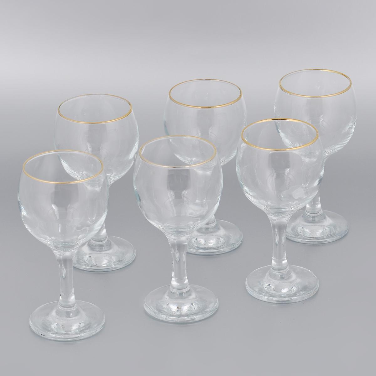 Набор бокалов для вина Pasabahce Workshop Golden Bistro, 225 мл, 6 штVT-1520(SR)Набор Pasabahce Workshop Golden Bistro состоит из шести бокалов, выполненных из прочного натрий-кальций-силикатного стекла. Изделия оснащены высокими ножками и декорированы золотистой каймой. Бокалы предназначены для подачи вина. Они сочетают в себе элегантный дизайн и функциональность. Благодаря такому набору пить напитки будет еще вкуснее.Набор бокалов Pasabahce Workshop Golden Bistro прекрасно оформит праздничный стол и создаст приятную атмосферу за романтическим ужином. Такой набор также станет хорошим подарком к любому случаю. Можно мыть в посудомоечной машине и использовать в микроволновой печи.Диаметр бокала (по верхнему краю): 6,3 см. Высота бокала: 15 см.