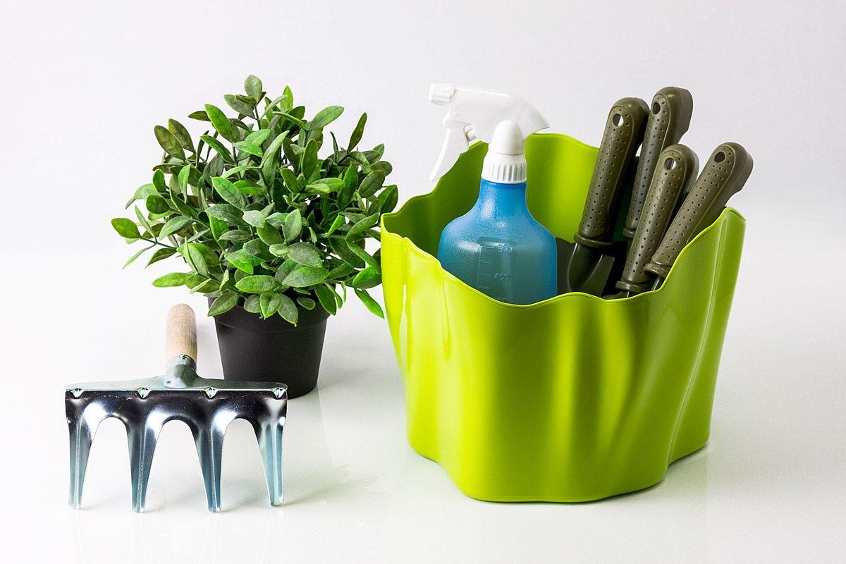 Органайзер Flow средний зеленый74-0060Самое увлекательное, что назначение этой вещи вам нужно будет определить самим: такой органайзер может пригодиться на кухне, в ванной, в гостиной, на даче, на природе, в городе, в деревне. В него можно складывать фрукты, овощи, хлеб, кухонные приборы и аксессуары, всевозможные баночки и скляночки, можно использовать органайзер как мусорную корзину, вазу, хранилище для носков и так далее и тому подобное. Все зависит от вашей фантазии и от хозяйственных потребностей! Органайзер пригодится везде!Материал: пластик; цвет: зеленый