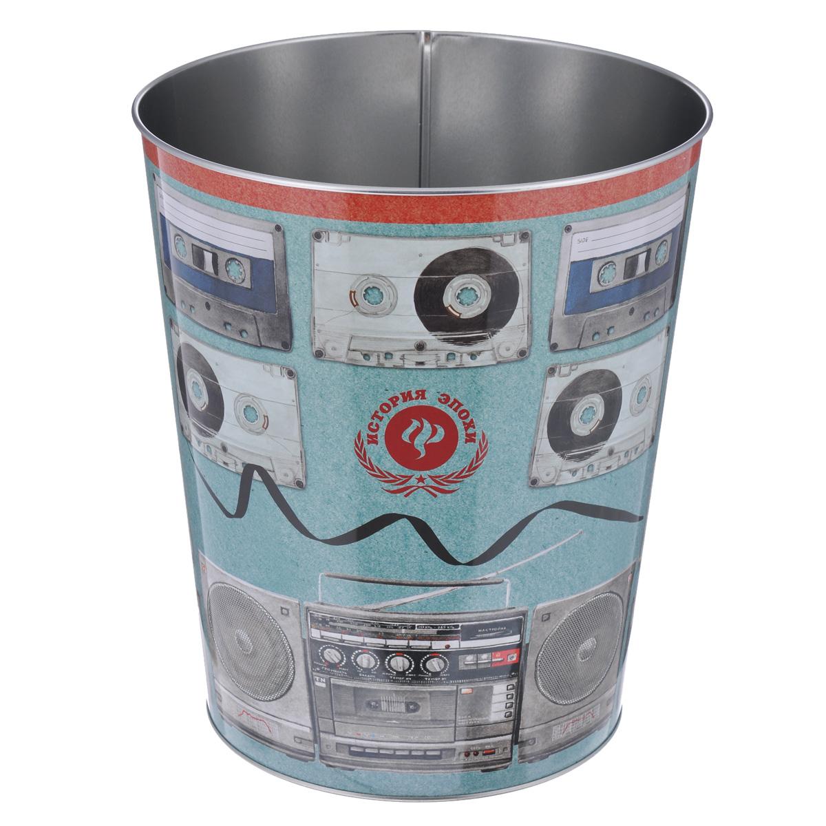 Ведро для мусора Феникс-презент Аудиокассеты1485060020002Ведро для мусора Феникс-презент Аудиокассеты изготовлено из металла с изображением старых аудиокассет. Такой аксессуар очень удобен в использовании, как дома, так и в офисе и прекрасно подойдет для уборки и хранения мусора.Диаметр ведра: 22,5 см. Высота ведра: 26,5 см.
