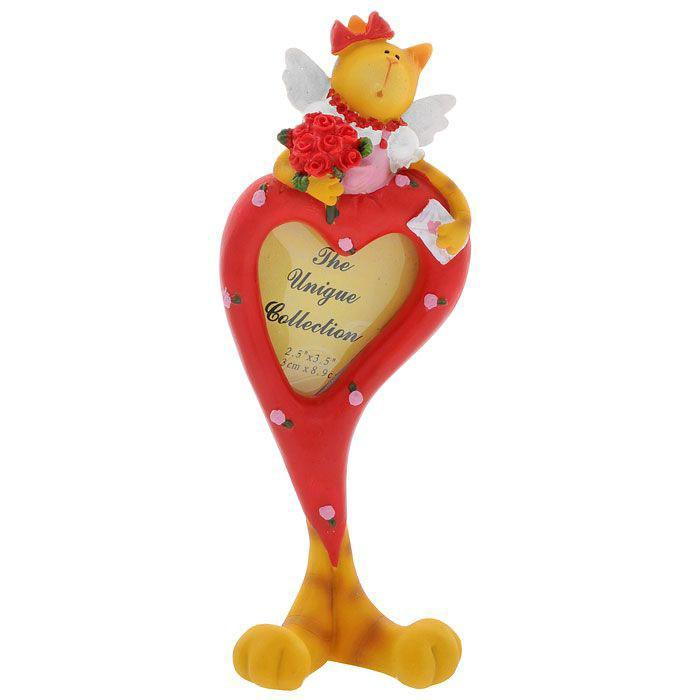 Фоторамка Сердце, 5,5 x 6 см 2873312723Фоторамка Сердце выполнена из полирезины в виде красного сердца, стоящего на кошачьих лапках. Сверху рамка оформлена фигуркой кошечки-ангела с букетом роз в руках. Рамку можно поставить на столик или любую другую поверхность, благодаря устойчивой ножке. Фоторамка Сердце украсит интерьер, а также позволит сохранить на память изображения дорогих вам людей и интересных событий вашей жизни. Она может стать отличным подарком для близкого человека. Ее можно подарить вместе с любимой фотографией, которая оставит после себя теплые воспоминания, и будет радовать своего получателя каждый день. Характеристики: Материал: полирезина, картон, металл. Размер фоторамки: 21,5 см x 8 см x 3,5 см. Размер фотографии: 5,5 см х 6 см. Размер упаковки: 23,5 см х 6 см х 10 см. Артикул: 28733.