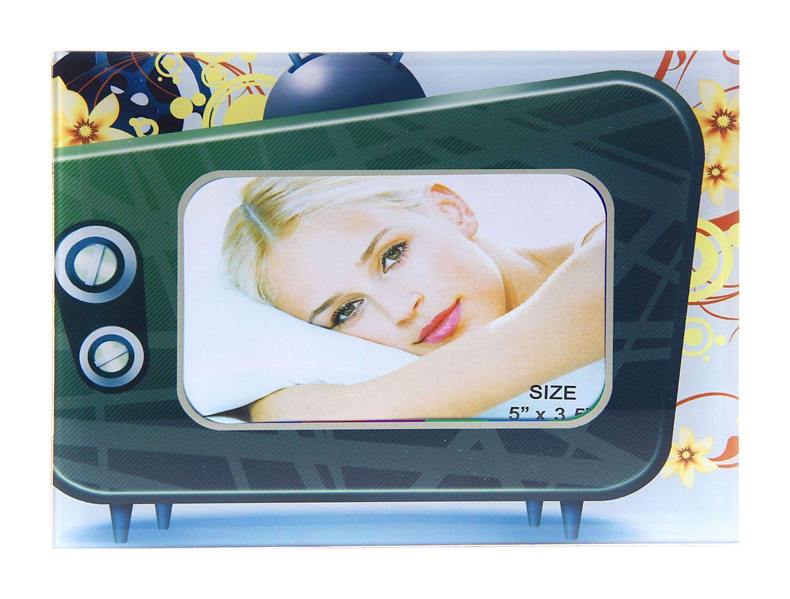Фоторамка Sima-land Телевизор, 9 х 13 смБрелок для ключейФоторамка Sima-land Телевизор - сувенир в полном смысле этого слова. В переводе с французского souvenir означает «воспоминание». И главная задача любого сувенира – хранить воспоминание о месте, где вы побывали, или о том человеке, который подарил данный предмет.