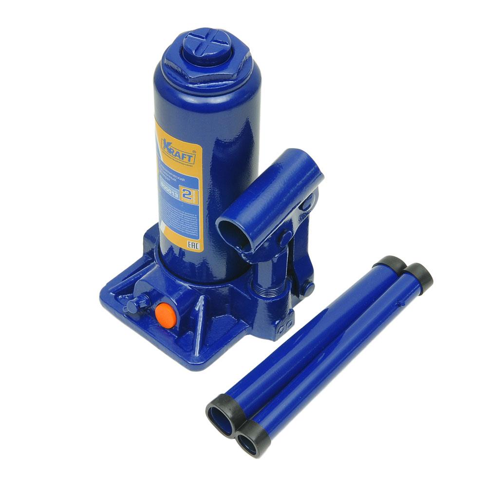Домкрат бутылочный Kraft КТ 800014, 4 тABS-12 CГидравлический бутылочный домкрат Kraft предназначен для поднятия грузов. Отличается компактностью конструкции, простотой обслуживания и надежностью в эксплуатации, позволяя осуществить плавный подъем груза и его точную остановку на заданной высоте при небольшом рабочем усилии. Домкрат имеет предохранительный клапан, который в случае неправильной эксплуатации (масса поднимаемого груза будет больше грузоподъемности конкретной модели) сработает и плавно опустит груз.Технические характеристики:Особенности:Грузоподъемность: 4 тонны.Высота подъема: 380 мм.Высота подхвата: 195 мм.Высокая устойчивость.Выдвижной винт.Складная рукоятка.Предохранительный клапан.Удобная ручка.Морозостойкое масло (-45°C).Комплектация: механический бутылочный домкрат, рукоятка домкрата, руководство по эксплуатации, кейс.