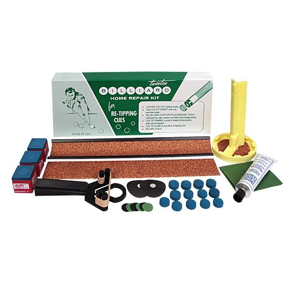 Набор для ремонта кия Tweeten Home Repair Kit04250Tweeten Home Repair Kit можно рекомендовать, как незаменимую аптечку первой помощи тем игрокам, у которых отлетела во время активной игры наклейка, а обратиться к специалисту по ремонту в оперативном порядке не представляется возможным. Набор идеально подходит также тем, кто хочет самостоятельно освоить всю тонкую процедуру замены наклейки и ремонта мелких повреждений бильярдного стола дома c использованием наиболее подходящих инструментов и материалов.В набор для ремонта кия входят:Кожаная наклейка Elk Master 13 мм с вкраплениями синего мела, средней жесткости - 12 шт.Клей Tweeten Cement с 10-минутнымсроком схватывания - 1 шт.Триммер с запасным абразивным материалом для обработки наклейки - 1 шт.Метка для бильярдного стола - 1 шт.Небольшая лента для ремонта мелких повреждений бильярдного сукна - 1 шт.Бильярдный мел Master, синий - 3 шт.Инструмент для обработки торца шафта с запасным абразивным кругом - 1 шт.Фиксатор для наклейки - 1 шт.