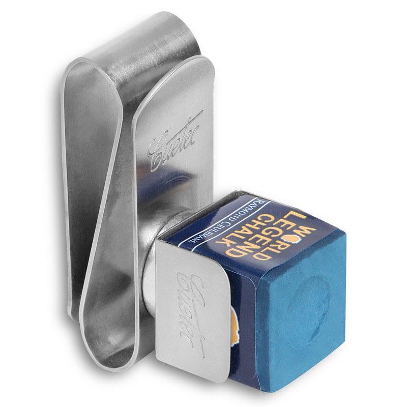 Держатель для бильярдного мела Cuetec, магнитный05110Держатель для мела от известной своими инновациями в производстве бильярдных киев и аксессуаров компании Cuetec изготовлен из металла. Мел, установленный в специальную клипсу, крепится к зажиму посредством магнита.