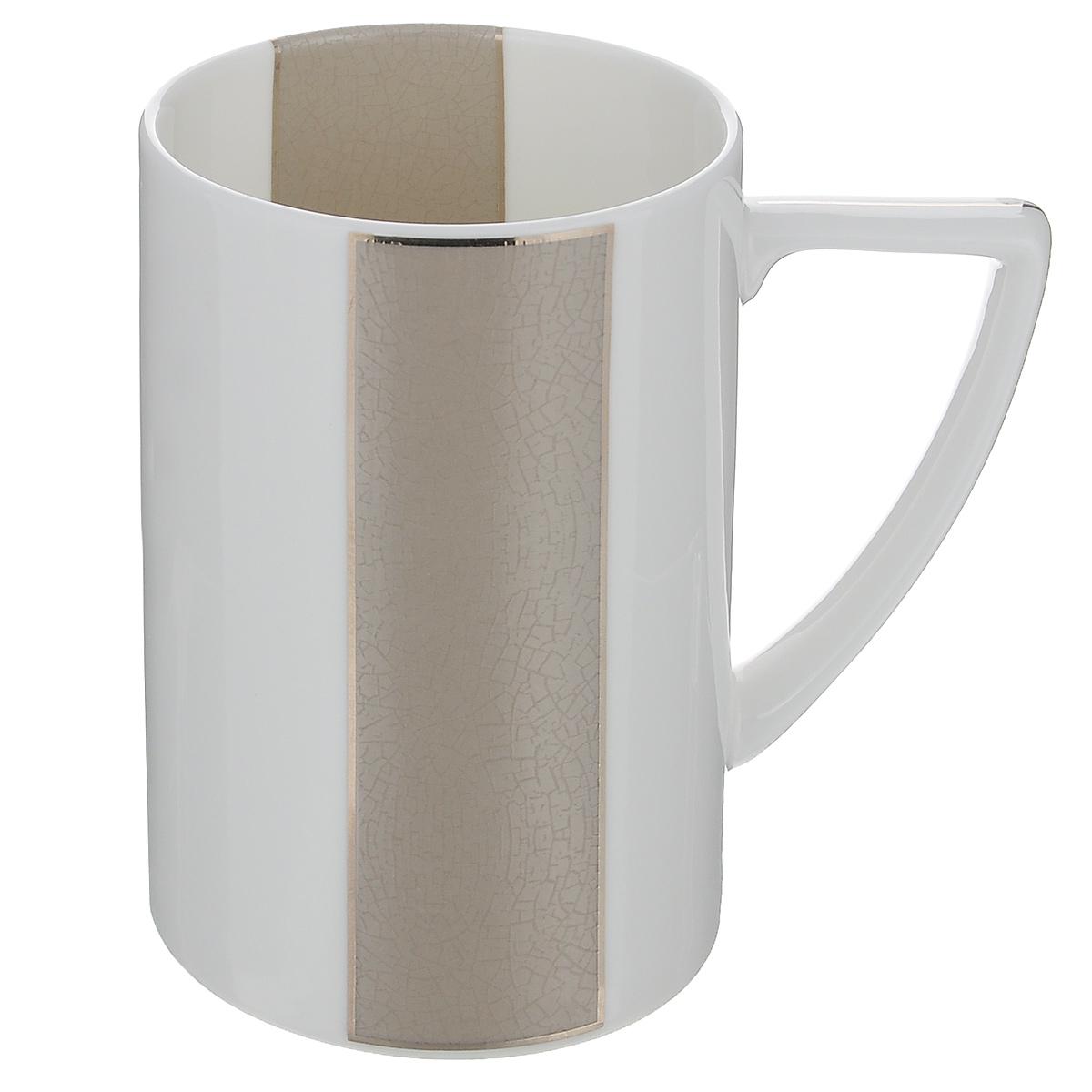 Кружка Royal Porcelain Шайн, цвет: белый, серый, 380 млVT-1520(SR)Кружка Royal Porcelain Шайн, выполненная из высококачественного костяного фарфора, декорирована цветными вставками и серебристой эмалью. Изделие оснащено удобной ручкой. Основными достоинствами изделий из костяного фарфора являются прочность и абсолютно гладкая глазуровка. Кружка сочетает в себе оригинальный дизайн и функциональность. Благодаря такой кружке пить напитки будет еще вкуснее. Кружка Royal Porcelain Шайн согреет вас долгими холодными вечерами. Не рекомендуется использовать в посудомоечной машине и микроволновой печи. Объем: 380 мл.Диаметр (по верхнему краю): 7,5 см.Высота кружки: 11 см.