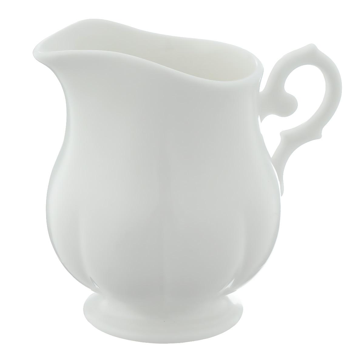 Сливочник Royal Porcelain White, цвет: белый, 250 мл54 009312Сливочник Royal Porcelain White выполнен из высококачественного костяного фарфора с содержанием костяной муки 45%. Изделие сочетает в себе изысканный вид с прочностью и долговечностью. Эксклюзивный дизайн, эстетичность и функциональность сливочника сделает его незаменимым на любой кухне.Размер по верхнему краю: 7,5 см х 6 см.Высота: 9,5 см.Объем: 250 мл.