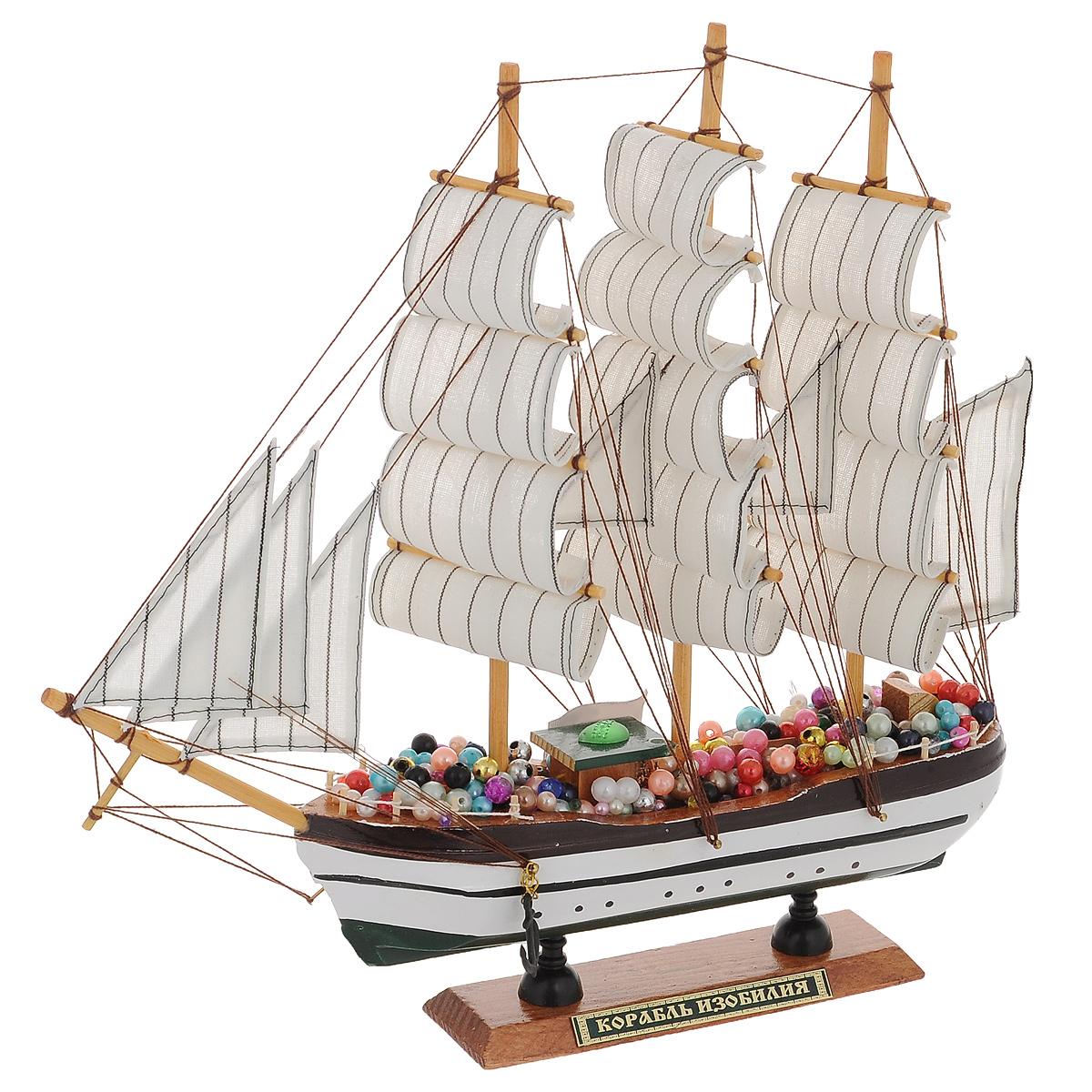 Корабль сувенирный Корабль изобилия, длина 33 см74-0120Сувенирный корабль Корабль изобилия, изготовленный из дерева, металла и текстиля, это великолепный элемент декора рабочей зоны в офисе или кабинете. Корабль с парусами и якорями помещен на деревянную подставку. Палуба изделия украшена разноцветными бусинами. Время идет, и мы становимся свидетелями развития технического прогресса, новых учений и практик. Но одно не подвластно времени - это любовь человека к морю и кораблям. Сувенирный корабль наполнен историей и силой океанских вод. Данная модель корабля станет отличным подарком для всех любителей морей, поклонников историй о покорении океанов и неизведанных земель. Модель корабля - подарок со смыслом. Издавна на Руси считалось, что корабли приносят удачу и везение. Поэтому их изображения, фигурки и точные копии всегда присутствовали в помещениях. Удивите себя и своих близких необычным презентом.