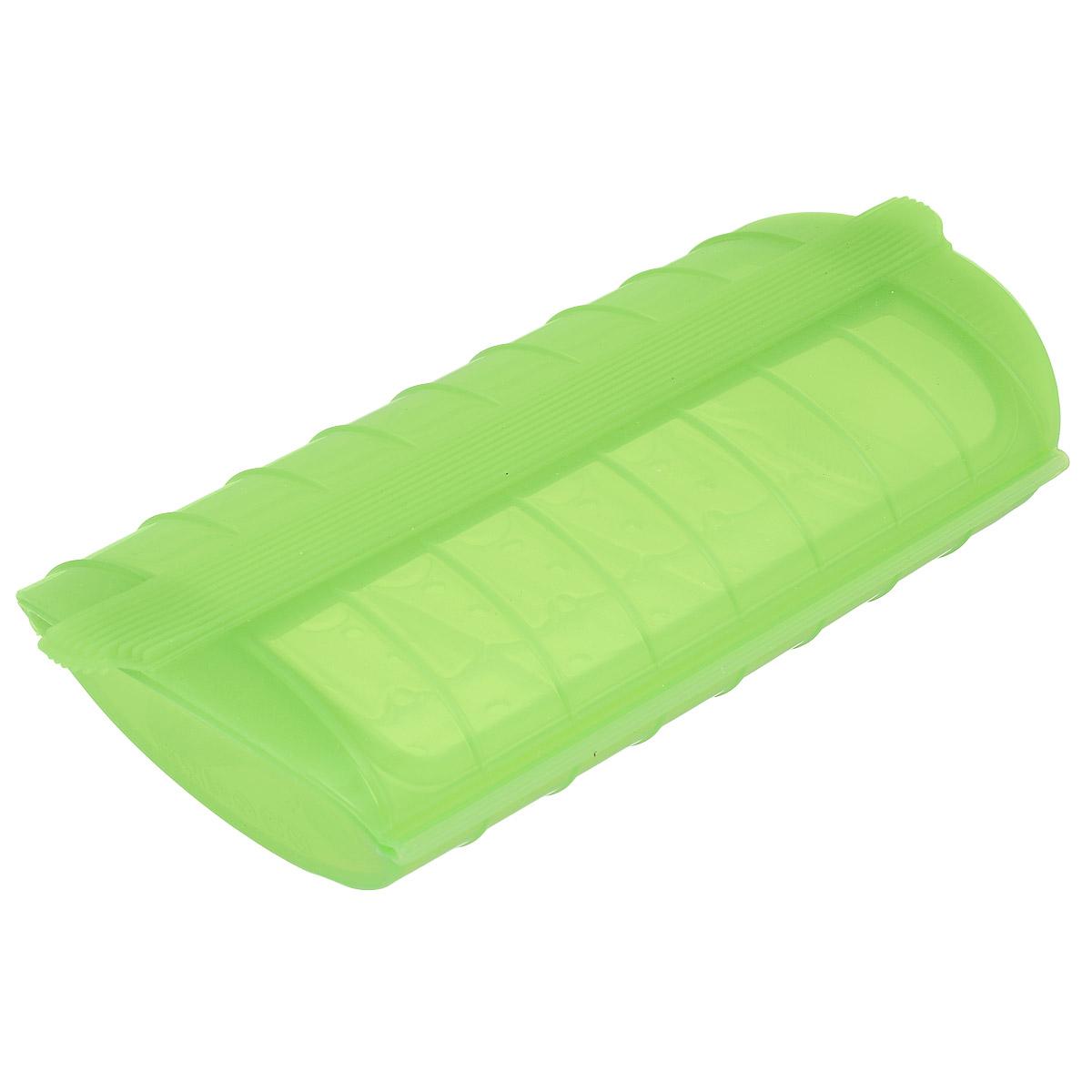 Конверт для запекания Lekue, силиконовый, цвет: салатовый300180_синийКонверт для запекания Lekue изготовлен из высококачественного пищевого силикона, который выдерживает температуру от -60°С до +220°С. Благодаря особым свойствам силикона, продукты остаются такими же сочными, не пригорают и равномерно пропекаются. Конверт делает оптимальным приготовление пищевых продуктов, делая более интенсивным вкус каждого из них и сохраняя все содержащиеся в них питательные вещества. Для конверта предусмотрен съемный внутренний поддон-решетка, который позволит стечь лишнему жиру и соку во время размораживания, хранения и приготовления. Приготовление пищи можно производить с поддоном или без него, в зависимости от желаемого результата. Конверт закрывается, поэтому жир не разбрызгивается по стенкам духовки. Приготовленное блюдо легко вынимается из конверта и позволяет приготовить одновременно до четырех порций. Идеально подходит для приготовления мяса, курицы или рыбы. В дополнение к основным достоинствам конверта для запекания с поддоном - он невероятно практичен и легко моется как традиционным способом, так и в посудомоечной машине. Можно использовать в духовке и микроволновой печи.
