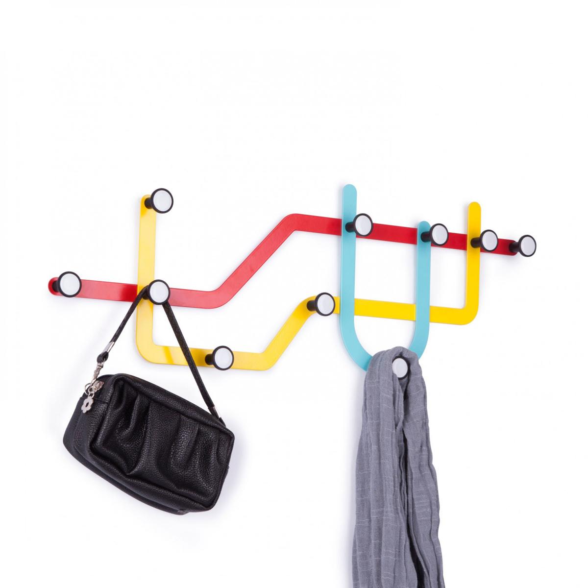 Вешалка Umbra Subway, цвет: мульти, 10 крючковБрелок для ключейОригинальная вешалка Umbra Subway, напоминающая карту метро, имеет 10 крючков для одежды, каждый из которых выдерживает вес до 2,3 кг.Никогда еще метро не было столь удобным для повседневных нужд! Вешалку можно разместить и горизонтально и вертикально, все монтажное оборудование входит в комплект. Размер вешалки: 59 см х 21 см х 2,5 см.