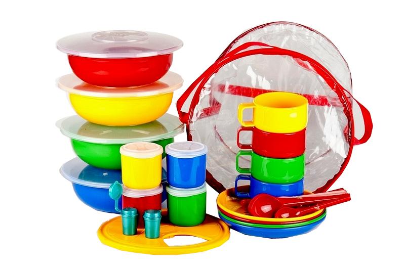 Набор посуды Solaris, 4-8 персон2427012001Компактный расширенный набор посуды Solaris на 4-8 персон, в удобной виниловой сумке с ручкой и молнией.Набор посуды рассчитан на 4 персоны, но при необходимости можно обеспечить прием пищи для 8 человек: набор имеет 8 мисок/тарелок (по 4 шт.), 8 чашек/стаканов (по 4 шт.), 8 вилок/ложек (по 4 шт.).Свойства посуды:Посуда из ударопрочного пищевого полипропилена предназначена для многократного использования. Легкая, прочная и износостойкая, экологически чистая, эта посуда работает в диапазоне температур от -25°С до +110°С. Можно мыть в посудомоечной машине. Эта посуда также обеспечивает:Хранение горячих и холодных пищевых продуктов;Разогрев продуктов в микроволновой печи;Приготовление пищи в микроволновой печи на пару (пароварка);Хранение продуктов в холодильной и морозильной камере;Кипячение воды с помощью электрокипятильника.Состав набора:4 миски с герметичной крышкой, объем 1,2 л.4 тарелки;4 чашки, объем 0,28 л;4 стакана для напитка/специй с герметичной крышкой, объем 0,2 л;4 вилки;4 ложки столовая;4 ножа;4 ложки чайных;2 солонки;Разделочная доска.Диаметр мисок: 22,5 см.Высота мисок: 7,5 см.Диаметр тарелок: 19 см.Высота тарелок: 3 см.Диаметр чашек: 9,3 см.Высота чашек: 6,5 см.Диаметр стаканов: 6,5 см.Высота мисок: 7 см.Длина ложек: 19 см.Длина ножей: 19 см.Длина вилок.Длина чайных ложек: 13,5 см.