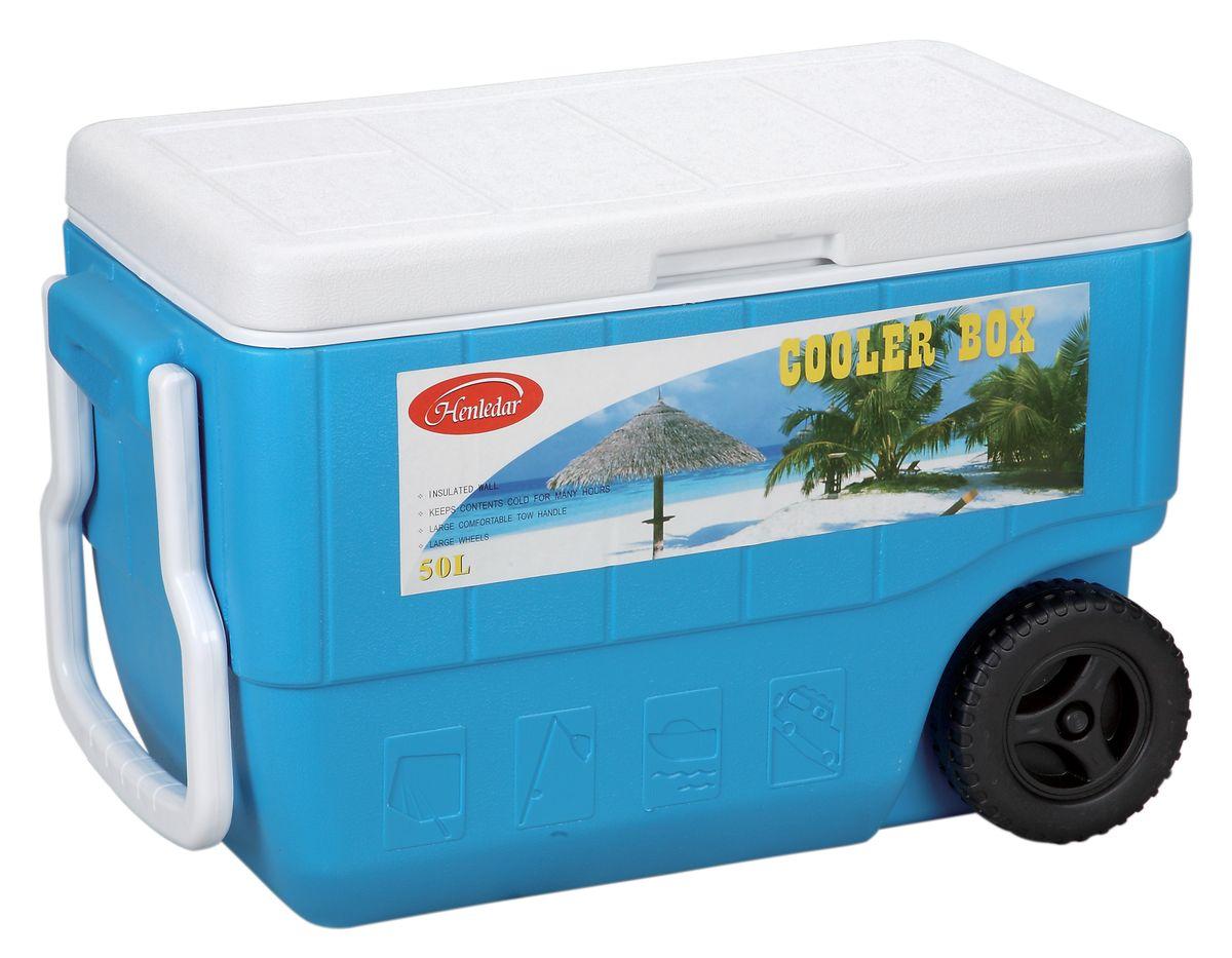 Контейнер изотермический Green Glade, на колесиках, цвет: голубой, 50 л00157768Удобный и прочный изотермический контейнер Green Glade предназначен для сохранения определенной температуры продуктов во время длительных поездок. Корпус и крышка контейнера изготовлены из высококачественного пластика. Между двойными стенками находится термоизоляционный слой, который обеспечивает сохранение температуры. У контейнера одно большое вместительное отделение. Крышка закрывается плотно.У контейнера имеются два колеса и большая ручка для более удобной транспортировки.В нижней части контейнера имеется заглушка, которая поможет слить воду при постепенном размораживании продуктов. При использовании аккумулятора холода контейнер обеспечивает сохранение продуктов холодными до 12 часов. Контейнер идеально подходит для отдыха на природе, пикников, туристических походов и путешествий.Контейнеры Green Glade можно использовать не только для сохранения холодных продуктов, но и для транспортировки горячих блюд. В этом случае аккумуляторы нагреваются в горячей воде (температура около 80°С) и превращаются в аккумуляторы тепла. Подготовленные блюда перед транспортировкой подогреваются и укладываются в контейнер. Объем контейнера: 50 л.Размер контейнера: 64 см х 42 см х34 см.