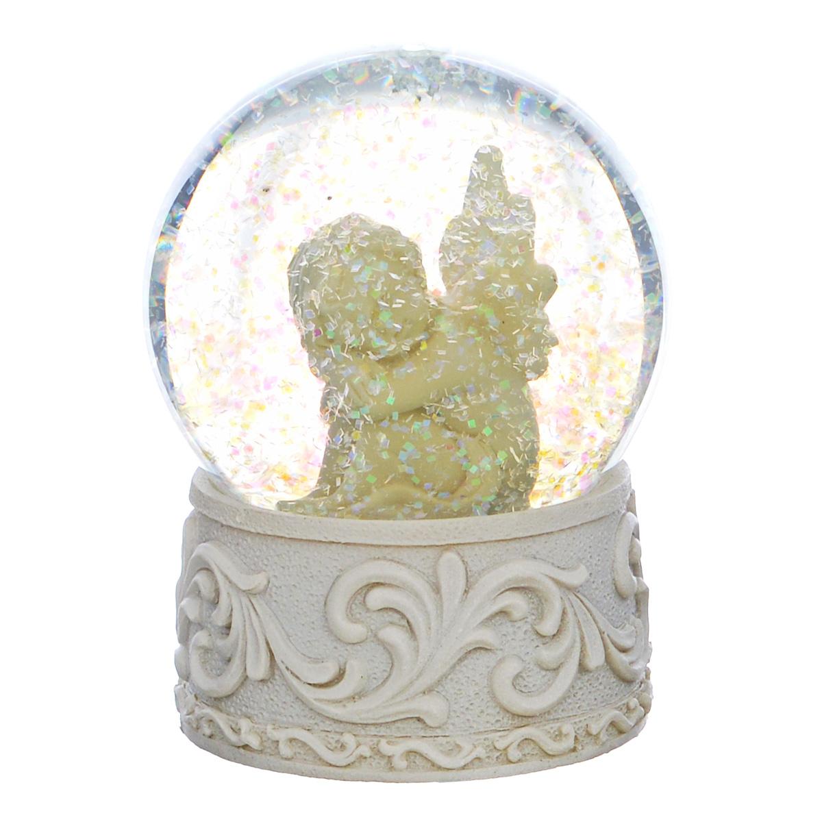 Водяной шар Ангел, высота 9 см36683Водяной шар Ангел представляет собой стеклянный шар с фигуркой ангела внутри. Шар наполнен нетоксичной прозрачной жидкостью с блестками и установлен на подставку из полирезины, украшенную изящным рельефом. Водяной шар - классический вариант сувенира, который придется по душе каждому.