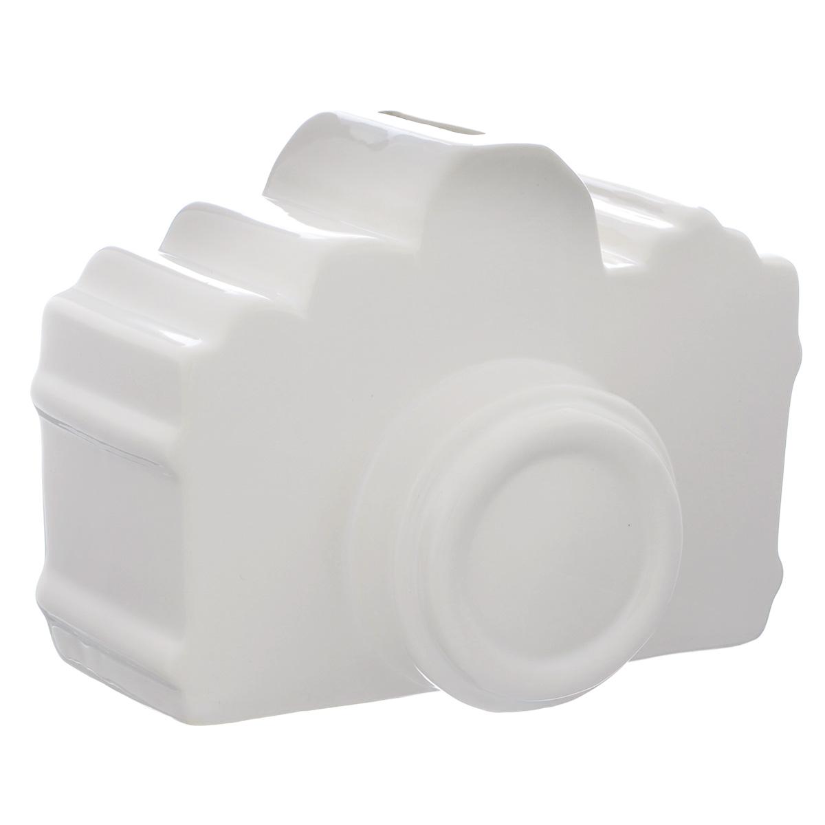 Копилка декоративная Фотоаппарат, цвет: белый030537006Декоративная копилка Фотоаппарат изготовлена из доломитовой керамики. Яркий оригинальный дизайн сделает такую копилку прекрасным подарком. Она послужит не только по своему прямому назначению, но и красиво дополнит интерьер комнаты.
