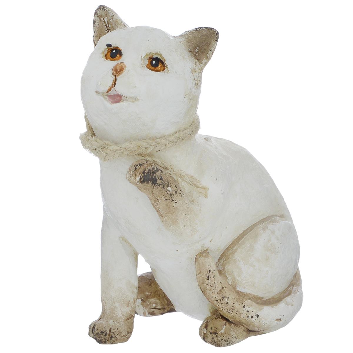 Фигурка декоративная Molento Белая кошечка, высота 11 смTHN132NДекоративная фигурка Molento Белая кошечка, изготовленная из полистоуна, позволит вам украсить интерьер дома, рабочего кабинета или любого другого помещения оригинальным образом. Изделие выполнено в виде кошки.Вы можете поставить фигурку в любом месте, где она будет удачно смотреться, и радовать глаз. Кроме того, фигурка Белая кошечка станет чудесным сувениром для ваших друзей и близких. Размер фигурки: 8,5 см х 6 см х 11 см.