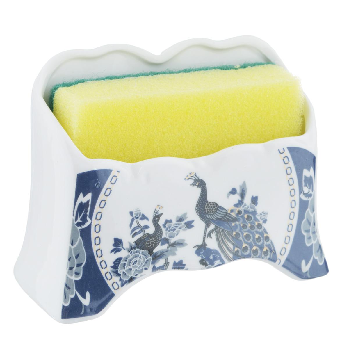 Набор для мытья посуды Saguro Синий павлин, 2 предметаCLP446Подставка Saguro Синий павлин изготовлена из высококачественного фарфора и оформлена изображением павлинов. В комплект с подставкой входит губка для мытья посуды. Изящная подставка прекрасно впишется в интерьер вашей кухни. Не применять абразивные моющие средства. Размер подставки: 11,5 см х 5 см х 8,5 см.