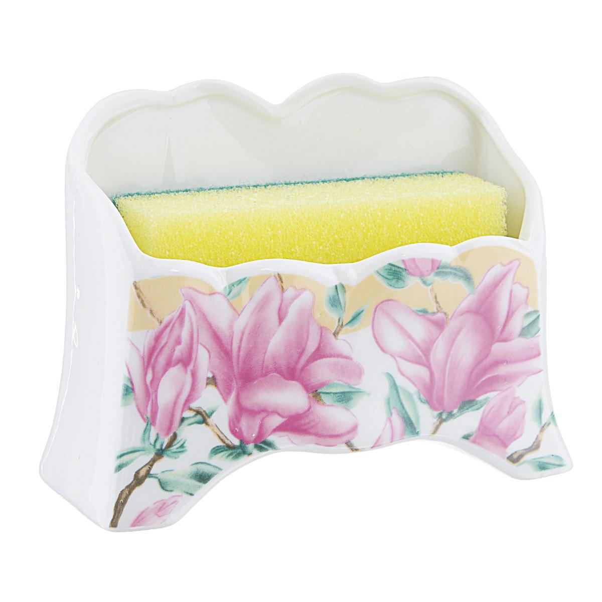 Набор для мытья посуды Saguro Розовая магнолия, 2 предметаES-412Подставка Saguro Розовая магнолия изготовлена из высококачественного фарфора и оформлена изображением цветов. В комплект с подставкой входит губка для мытья посуды. Изящная подставка прекрасно впишется в интерьер вашей кухни. Не применять абразивные моющие средства. Размер подставки: 12,5 см х 5 см х 8,5 см.