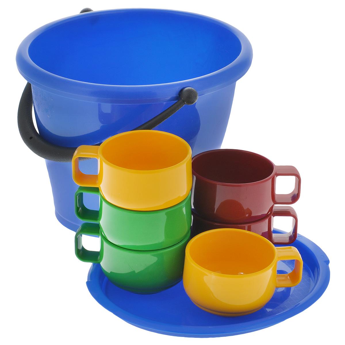 Набор посуды Solaris, в ведре, 7 предметовFMT-T10В набор посуды Solaris входит 6 толстостенных эргономичных чашек из качественного полипропилена и ведро объемом 5 л с герметичной крышкой. Ведро можно использовать как пищевой контейнер, для приготовления шашлыка, засолки овощей, для хранения питьевой воды и т.п.В походном положении стаканы находятся внутри ведерка.Свойства посуды:Посуда из ударопрочного пищевого полипропилена предназначена для многократного использования. Легкая, прочная и износостойкая, экологически чистая, эта посуда работает в диапазоне температур от -25°С до +110°С. Можно мыть в посудомоечной машине. Эта посуда также обеспечивает:Хранение горячих и холодных пищевых продуктов;Разогрев продуктов в микроволновой печи;Приготовление пищи в микроволновой печи на пару (пароварка);Хранение продуктов в холодильной и морозильной камере;Кипячение воды с помощью электрокипятильника.Объем ведра: 5 л.Размер ведра: 26,5 см х 23 см х 20,5 см.Объем чашек: 0,28 л.Диаметр чашек без учета ручки: 9,3 см.Высота чашек: 6,2 см.