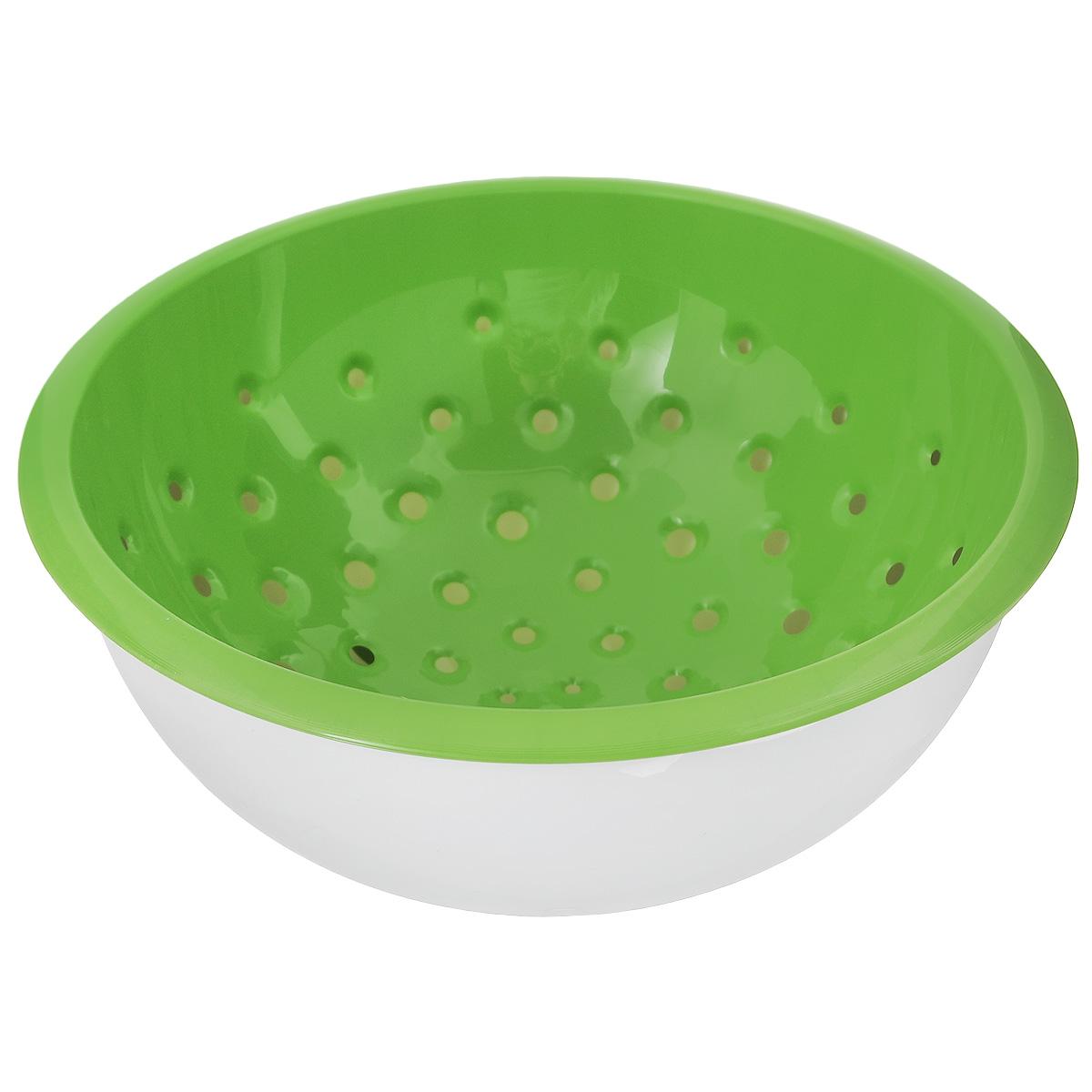 Дуршлаг Tescoma Vitamino, с чашкой, цвет: белый, зеленый, диаметр 20 см642792Дуршлаг Tescoma Vitamino изготовлен из высокопрочного пищевого пластика. Отлично подходит для ополаскивания овощей и фруктов под проточной водой, оставшаяся вода на продуктах стекает в чашу. Обе емкости могут быть использованы отдельно: чаша для приготовления и сервировки салатов или порций фруктов, дуршлаг - для сцеживания макарон, картофеля и многого другого. Подходит для мытья в посудомоечной машине и для хранения пищи в холодильнике. Диаметр дуршлага: 20 см. Объем чаши: 2 л. Высота стенки: 10 см.