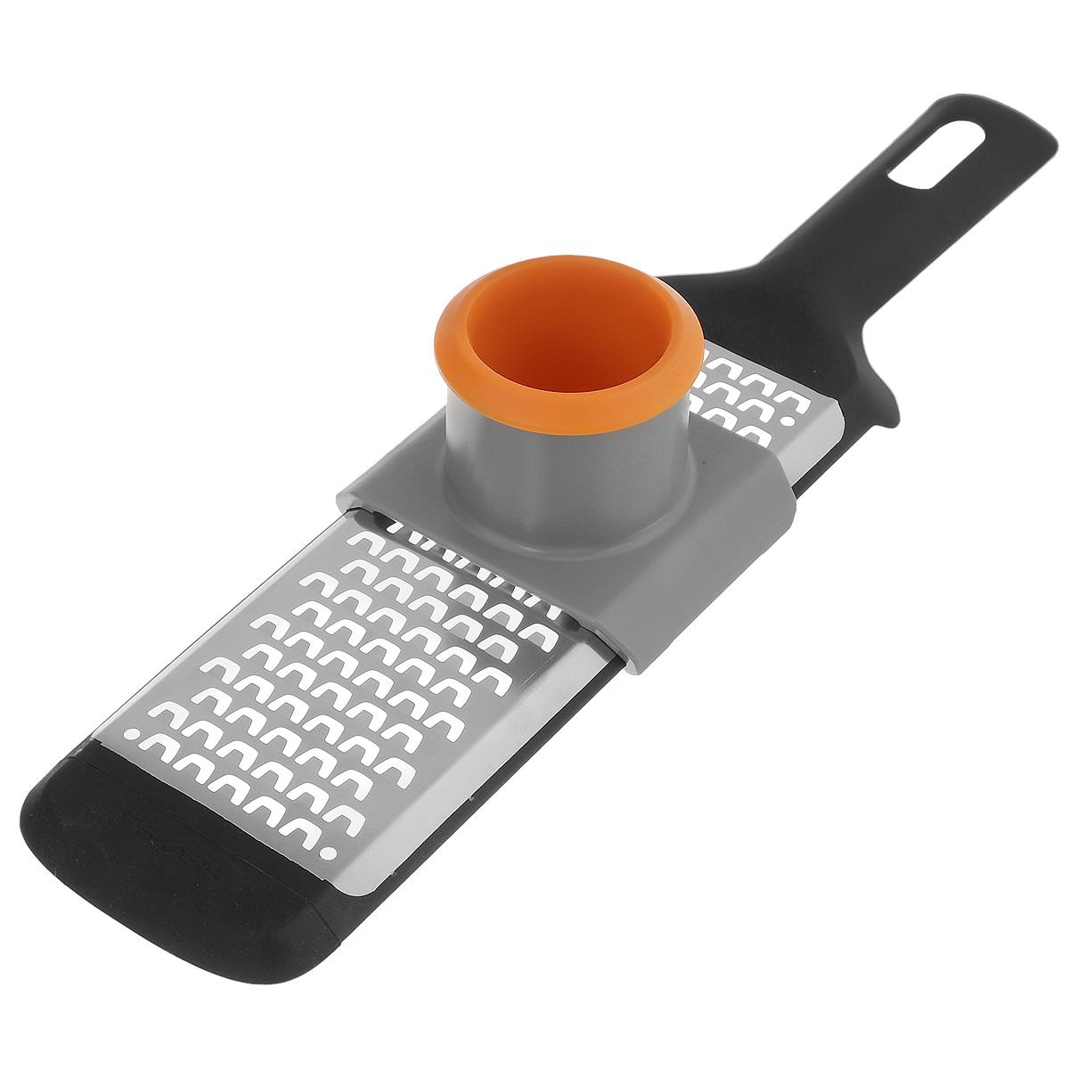 Терка крупная Fiskars с предохранителем для пальцев, 32 см х 7 см115510Терка Fiskars изготовлена из пластика и нержавеющей стали. Оснащена крупными лезвиями для натирания моркови, картофеля, сыра, яблок и многое другое.Изделие имеет удобную ручку с отверстием для подвешивания на крючок.В комплекте - пластиковый предохранитель для пальцев, делающий процесс натирания безопасным. Размер терки (с учетом ручки): 32 см х 7 см х 1,5 см. Размер рабочей поверхности терки: 17 см х 6 см. Размер предохранителя: 8 см х 7 см х 5,7 см.