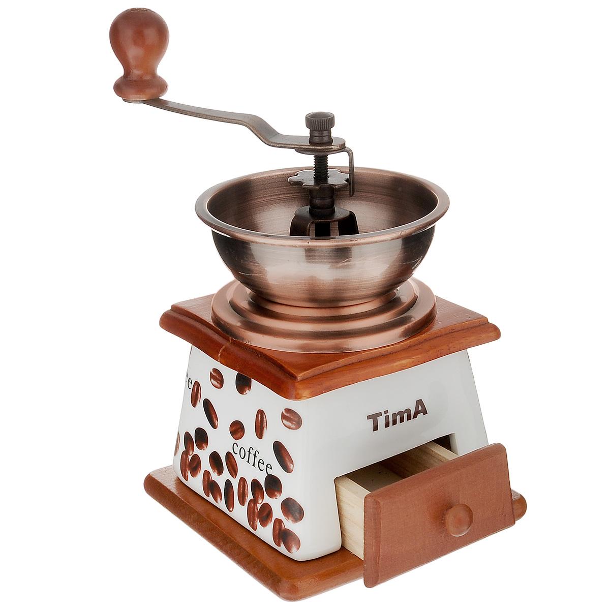 Кофемолка ручная TimA. SL-073VT-1520(SR)Ручная кофемолка TimA, выполненная из дерева и керамики, украшенной изображением кофейных зерен, сочетает в себе эстетичность и функциональность. Она оснащена выдвижным деревянным ящичком для молотого кофе, металлической воронкой и удобной элегантной ручкой для помола. Изделие снабжено внутренним керамическим механизмом. Вы сможете регулировать степень помола от мелкого до крупного. Инструкция по регулировке степени помола имеется на упаковке изделия. Такая кофемолка станет незаменимым помощником на вашей кухне.Высота кофемолки: 16,5 см.Размер основания кофемолки: 11,5 см х 11,5 см.