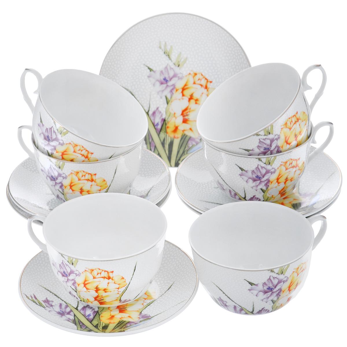 Набор чайный Briswild Цветочный унисон, 12 предметовVT-1520(SR)Чайный набор Briswild Цветочный унисон, выполненный из высококачественного фарфора, состоит из 6 чашек и 6 блюдец. Изделия декорированы изображением гладиолусов. Элегантный дизайн и совершенные формы предметов набора привлекут к себе внимание и украсят интерьер вашей кухни. Чайный набор Briswild Цветочный унисон идеально подойдет для сервировки стола и станет отличным подарком к любому празднику.Набор упакован в подарочную коробку, внутренняя поверхность которой задрапирована белой атласной тканью. Не использовать в микроволновой печи. Не применять абразивные чистящие вещества. Объем чашки: 250 мл. Диаметр по верхнему краю: 9,5 см.Высота стенки: 5 см. Диаметр блюдца: 14 см.