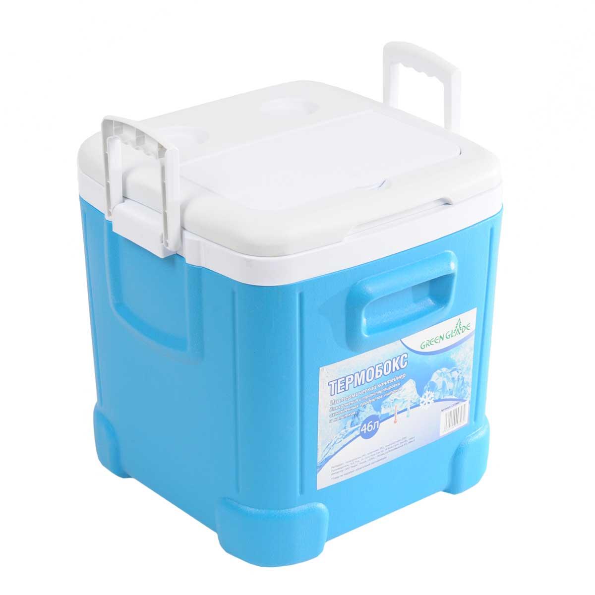 Контейнер изотермический Green Glade, цвет: голубой, 46 лAS 25Легкий и прочный изотермический контейнер Green Glade предназначен для сохранения определенной температуры продуктов во время длительных поездок. Корпус и крышка контейнера изготовлены из высококачественного пластика. Между двойными стенками находится термоизоляционный слой, который обеспечивает сохранение температуры. Крышку можно использовать в качестве подноса, на ней имеются специальные углубления для стаканчиков, и еще одно отделение под закуски. Удобные ручки по бокам обеспечат легкое перемещение контейнера. В нижней части контейнера имеется заглушка, которая поможет слить воду при постепенном размораживании продуктов. При использовании аккумулятора холода контейнер обеспечивает сохранение продуктов холодными до 12 часов. Контейнер идеально подходит для отдыха на природе, пикников, туристических походов и путешествий.Контейнеры Green Glade можно использовать не только для сохранения холодных продуктов, но и для транспортировки горячих блюд. В этом случае аккумуляторы нагреваются в горячей воде (температура около 80°С) и превращаются в аккумуляторы тепла. Подготовленные блюда перед транспортировкой подогреваются и укладываются в контейнер. Объем контейнера: 46 л.Размер контейнера: 38 см х 44 см х35 см.