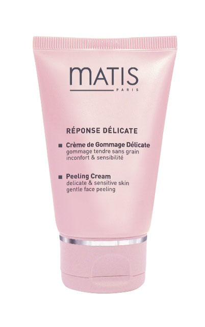 Matis Пилинг-крем энзимного действия для чувствительной кожи лица 50 мл37372Идеально подходит для самой чувствительной кожи. Наносить можно на все лицо, включая кожу вокруг глаз и губ. Не содержит гранулы и кислоты. Деликатное удаление омертвевших клеток достигается энзимами лимона и папайи. Средство не только мгновенно улучшает текстуру, цвет, сияние кожи, но и успокаивает ее, снимает реактивность. По своей консистенции напоминает густые сливки, обогащенные маслом ореха бассии, погружает раздраженную кожу в состояние блаженства.Сорбаин (энзимы лимона и папайи), Матисферы S (содержат василек, ромашку, липу), Матисферы С (содержат календулу, зверобой, лекарственную ромашку), Комплекс Дестрессин (Витамин Е, кукурузное масло, масло карите), Масло ореха бассии, Аллантоин.1 - 2 раза в неделю наносить на очищенную кожу лица и шеи (включая зону вокруг глаз, губ и губы) на 5 минут. С кожи вокруг глаз удалить ватными дисками, пропитанными Мягким лосьоном для глаз. С лица и шеи удалить Лосьоном из цветов липы.