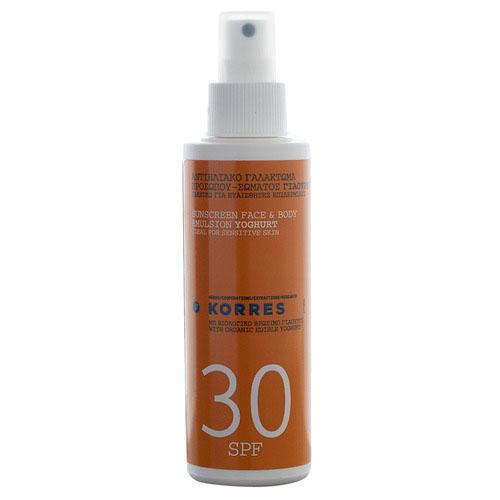 Korres Эмульсия солнцезащитная, для лица и тела, с йогуртом, SPF 30, 150 мл72523WDСолнцезащитная эмульсия Korres с органическим съедобным йогуртом идеально подходит для чувствительной кожи. Благодаря содержанию лактозы, протеинов, минералов и витаминов йогурт повышает уровень увлажнения в верхних слоях эпидермиса, возвращает сухой коже мягкость и свежесть. Богатство минералов и витаминов [кальций, фосфор, калий, цинк и витамины A, E, D, B2 и B12] обеспечивают антиоксидантную защиту, предупреждают старение кожи. Молочная кислота обладает противомикробными свойствами, а содержащиеся в йогурте витамины E и D помогают облегчить и снять последствия солнечных ожогов. Органический экстракт активного алоэ увлажняет кожу и препятствует появлению признаков старения. Оливковое масло обладает антиоксидантными свойствами. Отдушка без аллергенов. Водо- и потостойкая. Органический съедобный йогурт - интенсивно увлажняет, обеспечиваетантиоксидантную защиту, предотвращает и снимает солнечные ожоги; Активный алоэ - увлажняет, препятствует появлению признаков старения; Оливковое масло - оказывает антиоксидантное действие; Масло семян абиссинии - питает и увлажняет кожу; Кунжутное масло и масло бабассу - успокаивают кожу; Масло ромашки и календулы - смягчают кожу; Натуральные и химические фильтры - обеспечивают защиту кожи от воздействия УФ-лучей.Товар сертифицирован.