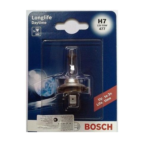 Лампа Bosch H7 Plus10 Daytime 198730105710503Новые лампы Bosch для галогенных фар освещают дорогу интенсивным белым светом, который очень близок по свойствам к дневному освещению.Благодаря этому глаза водителя не теряют фокусировки и меньше устают даже во время долгих поездок в темное время суток. Новые лампы отличаются высокой яркостью и могут давать до 50% больше света, чем стандартные галогенные фары. Лампы Bosch доступны в вариантах H1, H4 и H7. Серебряное покрытие ламп H4 и H7 делает их едва заметными за стеклами выключенных фар. Новые лампы выглядят наиболее эффектно в сочетании с фарами из прозрачного стекла и подчеркивают современный дизайн автомобилей. Увеличенная яркость и дальность освещения положительно сказывается на безопасности движения. В темное время суток или в сложных погодных условиях, таких как ливень или густой туман, водитель замечает опасную ситуацию намного раньше и на большем расстоянии, при этом лучше заметен и сам автомобиль с фарами Bosch. Напряжение: 12 вольт
