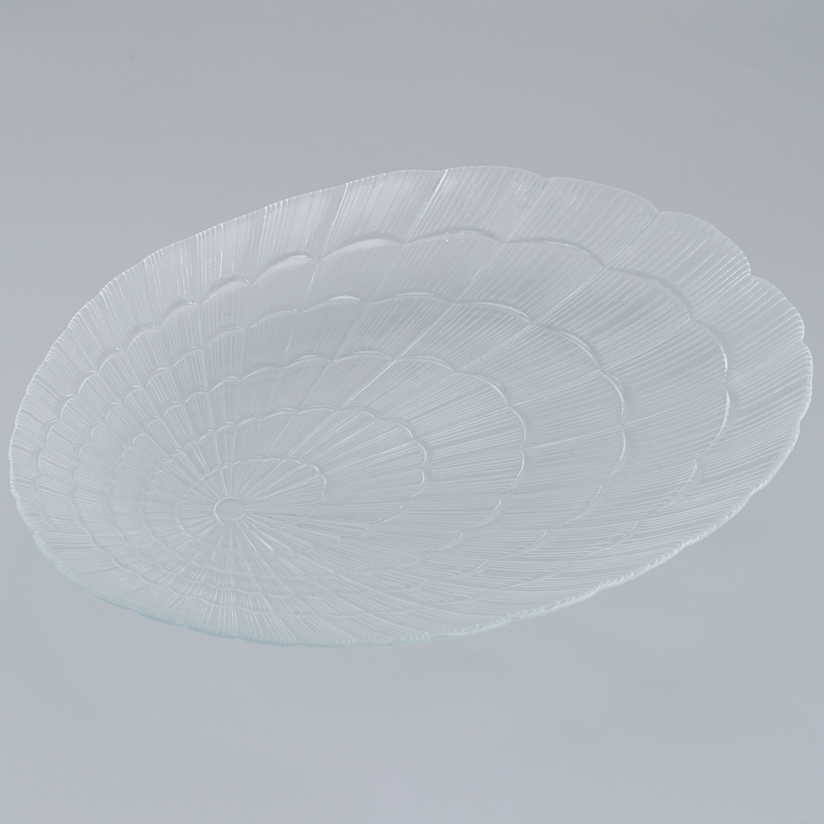 Тарелка Pasabahce Atlantis, овальная, 32 см х 23,5 см60690Овальная тарелка Pasabahce Atlantis, выполненная из закаленного стекла, декорирована рифленым узором. Она сочетают в себе изысканный дизайн с максимальной функциональностью. Оригинальность оформления тарелки придется по вкусу и ценителям классики, и тем, кто предпочитает утонченность и изящность. Тарелка Pasabahce Atlantis предназначена для красивой сервировки различных блюд. Можно использовать в морозильной камере и микроволновой печи. Можно мыть в посудомоечной машине. Размер тарелки: 32 см х 23,5 см. Высота стенок: 2 см.