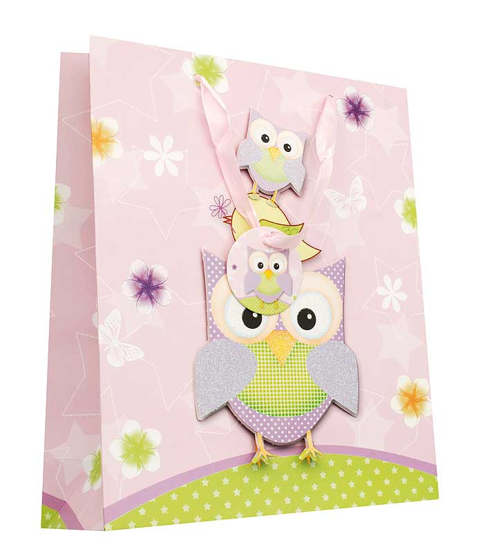 Пакет подарочный Сиреневые совы, 26 см х 10 см х 32 смSS 4041Дизайнерский подарочный пакет Сиреневые совы выполнен из плотной бумаги и оформлен ярким красочным рисунком и аппликацией. Дно изделия укреплено плотным картоном, который позволяет сохранить форму пакета и исключает возможность деформации дна под тяжестью подарка. Для удобной переноски на пакете имеются две атласные ручки.Подарок, преподнесенный в оригинальной упаковке, всегда будет самым эффектным и запоминающимся. Окружите близких людей вниманием и заботой, вручив презент в нарядном, праздничном оформлении.