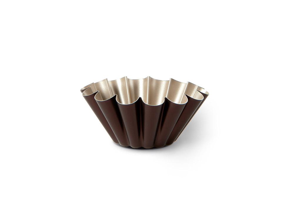 Форма для пудинга TVS Dolci Idee, с антипригарным покрытием, цвет: золотистый, шоколадный, диаметр 22 см391602Высокая форма для пудинга TVS Dolci Idee изготовлена из высококачественного алюминия с внутренним антипригарным покрытием Ipertek.Оригинальная по дизайну форма имеет внутренне покрытие золотистого цвета, а внешнее шоколадного. Форма предназначена для использования в духовом шкафу. Можно мыть в посудомоечной машине. Простая в уходе и долговечная в использовании форма для пудинга TVS Dolci Idee будет верной помощницей в создании ваших кулинарных шедевров.Диаметр формы: 22 см.Высота стенки: 8 см.Диаметр дна: 9 см.