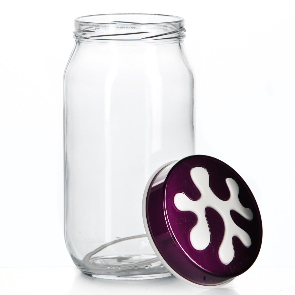 Банка для сыпучих продуктов Herevin, цвет: фиолетовый, 1 л. 135377-003135377-003Банка для сыпучих продуктов Herevin изготовлена из прочного стекла и оснащена плотно закрывающейся пластиковой крышкой. Благодаря этому внутри сохраняется герметичность, и продукты дольше остаются свежими. Изделие предназначено для хранения различных сыпучих продуктов: круп, чая, сахара, орехов и т.д. Функциональная и вместительная, такая банка станет незаменимым аксессуаром на любой кухне. Можно мыть в посудомоечной машине. Пластиковые части рекомендуется мыть вручную.Объем: 1 л.Диаметр (по верхнему краю): 7,5 см.Высота банки (без учета крышки): 18 см.