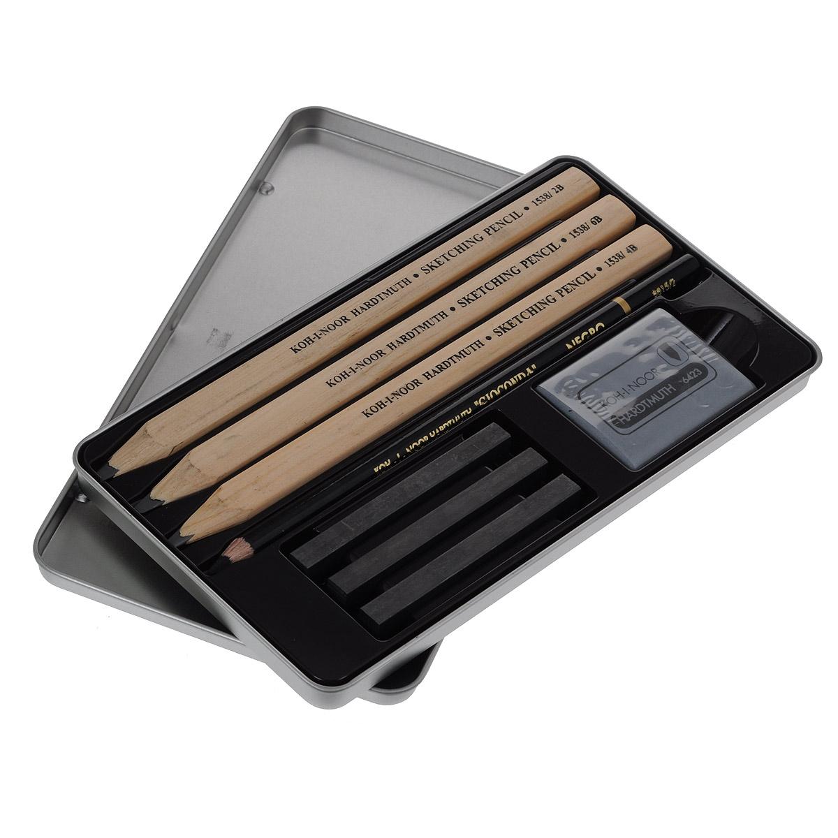 Набор для черчения Koh-i-Noor Gioconda, 8 предметов72523WDПрофессиональный набор для черчения Koh-i-Noor Gioconda состоит из 3 трехгранных чернографитных карандашей (2В, 4В, 6В), угольного карандаша Gioconda Negro, 3 графитовых стержней без дерева (2В, 4В, 6В), и ластика. Графитовый стержень имеет высокую степень прочности, легко затачивается любой точилкой. Предметы набора располагаются в металлическом пенале с откидной крышкой. Набор предназначен для профессионального художественного творчества.