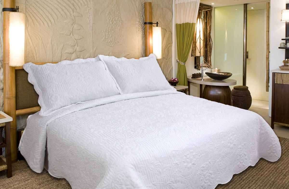 Комплект для спальни Buenas Noches Verona: покрывало 230 х 250 см, 2 наволочки 50 х 70 см, цвет: белый98299571Комплект для спальни Buenas Noches состоит из покрывала и двух наволочек с воланами, выполненных из полиэстера. Это мягкая, прочная, износоустойчивая ткань, легко стирается и чистится. Именно поэтому она очень часто используется для домашнего текстиля. Полиэстер экологичен, гипоаллергенен, безопасен для детей и людей с аллергическими заболеваниями. Покрывала Buenos Noches - идеальное решение для вашего интерьера! Станьте дизайнером и создайте свой стиль! Buenos Noches - Элегантно, Стильно, Качественно! В ассортименте вы найдете постельное белье, пледы и покрывала. Вся продукция выполнена из тканей высшего качества с использованием стойких и безвредных красителей. В комплект входит: - Покрывало - 1 шт. Размер: 230 см х 250 см. - Наволочка - 2 шт. Размер: 50 см х 70 см.