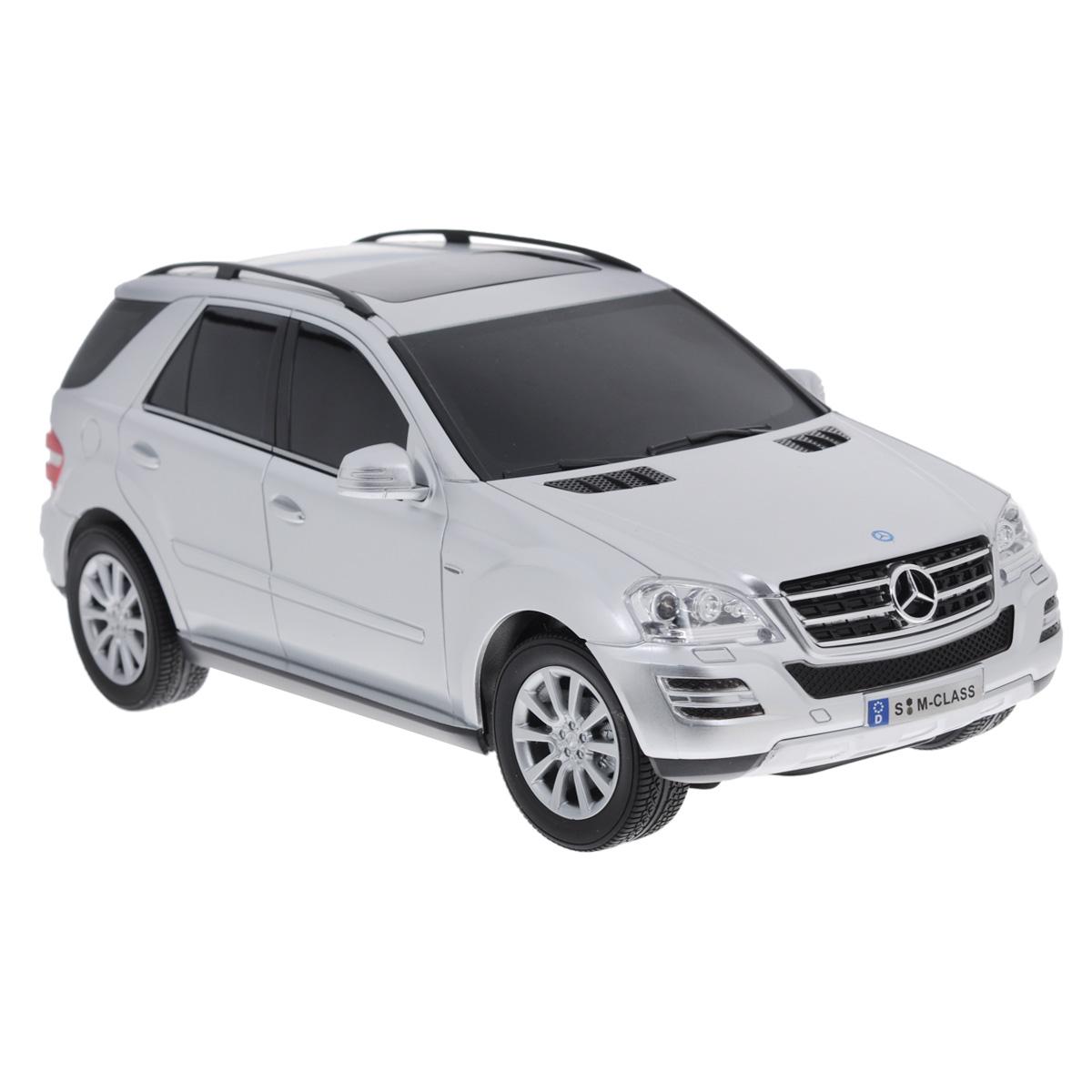 """Все мальчишки любят мощные крутые тачки! Особенно если это дорогие машины известной марки, которые, проезжая по улице, обращают на себя восторженные взгляды пешеходов. Радиоуправляемая модель TopGear """"Mercedes-Benz M350"""" - это детальная копия существующего автомобиля в масштабе 1:18. Машинка изготовлена из прочного легкого пластика; колеса прорезинены. При движении передние и задние фары машины светятся. При помощи пульта управления автомобиль может перемещаться вперед, дает задний ход, поворачивает влево и вправо, останавливается. Встроенные амортизаторы обеспечивают комфортное движение. В комплект входят машинка, пульт управления, зарядное устройство (время зарядки составляет 4-5 часов), аккумулятор и 2 батарейки. Автомобиль отличается потрясающей маневренностью и динамикой. Ваш ребенок часами будет играть с моделью, устраивая захватывающие гонки. Машина работает от аккумулятора 500 мАч напряжением 4,8 В (входит в ..."""