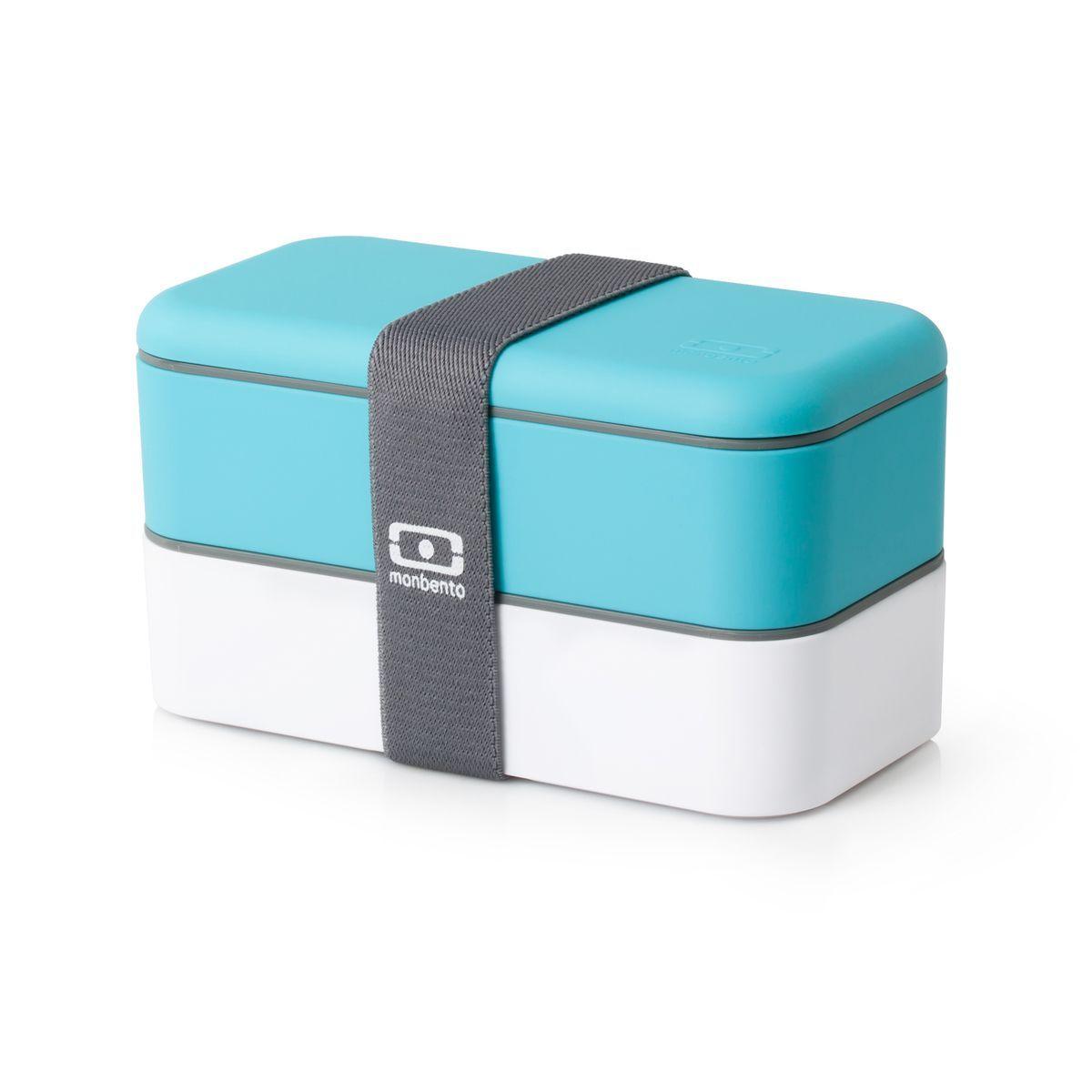 Ланч-бокс Monbento Original, цвет: белый, голубой, 1 лС552Ланчбокс Monbento Original изготовлен из высококачественного пищевого пластика с приятным на ощупь прорезиненным покрытием soft-touch. Предназначен для хранения и переноски пищевых продуктов. Ланчбокс представляет собой два прямоугольных контейнера, в которых удобно хранить различные блюда. В комплекте также предусмотрена емкость для соуса, которая удобно помещается в одном из контейнеров. Контейнеры вакуумные, что позволяет продуктам дольше оставаться свежими и вкусными. Боксы дополнительно фиксируются друг над другом эластичным ремешком. Компактные размеры позволят хранить ланчбокс в любой сумке. Его удобно взять с собой на работу, отдых, в поездку. Теперь любимая домашняя еда всегда будет под рукой, а яркий дизайн поднимет настроение и подарит заряд позитива. Можно использовать в микроволновой печи и для хранения пищи в холодильнике, можно мыть в посудомоечной машине. В крышке каждого контейнера - специальная пробка, которую надо вытащить, если вы разогреваете еду. Объем одного контейнера: 0,5 л. Общий размер ланчбокса: 18 см х 9 см х 10,5 см. Размер контейнера: 18 см х 9 см х 4,5 см. Размер емкости для соуса: 8,5 см х 4,5 см х 3 см.Объем емкости для соуса: 0,1 л.