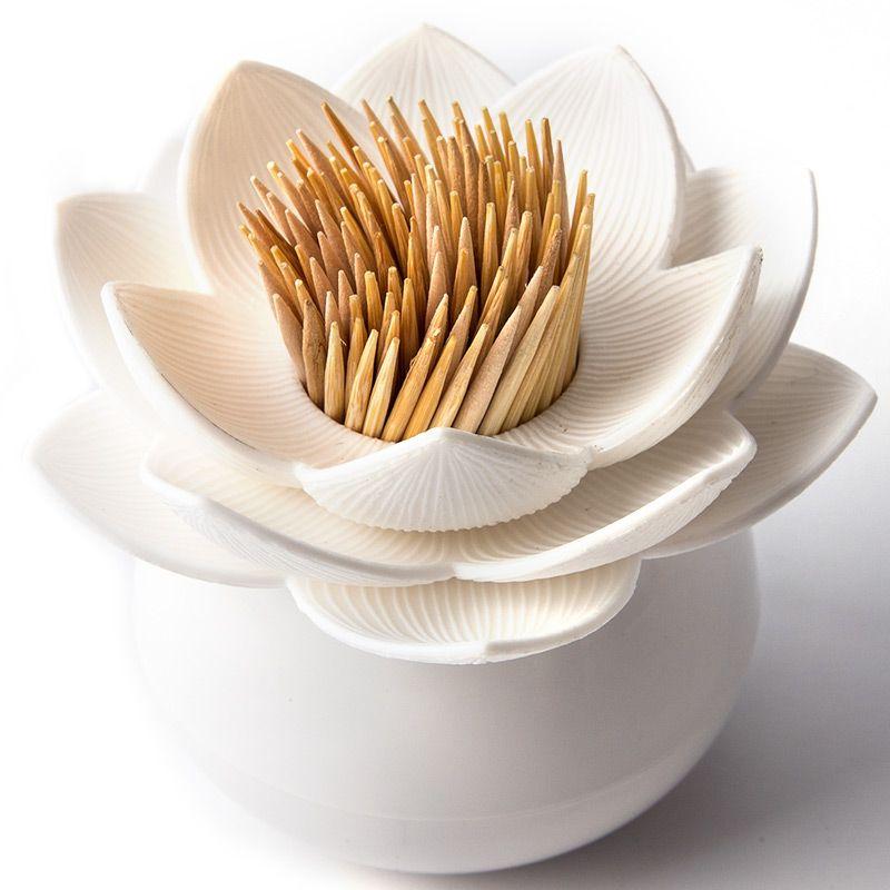 Держатель для зубочисток Qualy Lotus Pick, цвет: белыйTK 0112Оригинальный держатель для зубочисток Qualy Lotus Pick, изготовленный из высококачественного пластика в виде цветка лотоса, это невероятно нужный на кухне предмет. Корпус изделия приятен на ощупь, благодаря прорезиненному покрытию.Он справляется со своей работой просто отлично! Зубочистки всегда рассыпаются, их трудно вставить обратно, не уколоться и не сломать. С таким держателем все просто! Держатель Lotus - это не только элемент декора вашей кухни, но и верный помощник в хранении зубочисток. Диаметр корпуса: 4 см.Диаметр цветка: 7 см.Высота изделия: 6 см.Уважаемые клиенты! Обращаем ваше внимание, что зубочистки в комплект не входят!