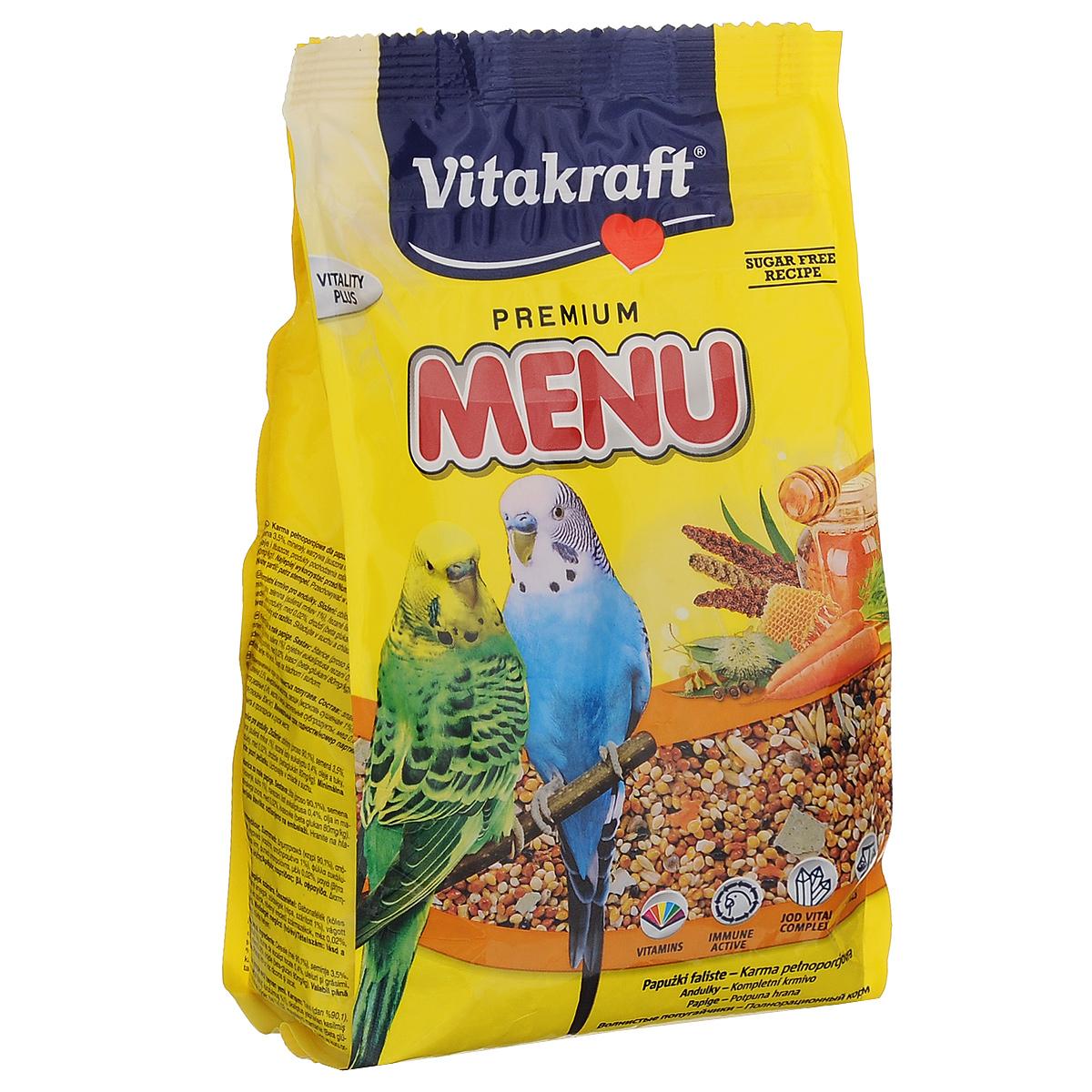Корм для волнистых попугаев Vitakraft Menu Vital, 500 г0120710Основной корм для волнистых попугайчиков Vitakraft Menu Vital с комплексом Vital, усиливающим иммунную систему, обогащен витаминами и минералами. Корм в своем составе имеет добавки, имеющие полезные свойства, благодаря которым иммунная система вашего любимого питомца будет значительно укреплена. Корм включает в себя также и витаминами с минералами, отличаясь этим от других кормов. В него добавлен мед и рыбий жир, что существенно улучшит структуру и окрас перьев вашего попугая. Ингредиенты: злаки (просо 90,1%), семена 3,5%, минеральные вещества, овощи (морковь сушеная 1%), листики эвкалипта резаные 0,4%, масла и жиры, растительные субпродукты, мед 0,02%, дрожжи (бета-глюканы 80 мг/кг). Состав: жиры - 4,5%, белки - 11%, клетчатка - 9%, влажность - 11%, зола - 4%, а наличие витаминов А, D3, С, В2, Е. С будет способствовать активному росту и развитию вашего питомца. Также эти витамины помогут попугаю обрести более яркий окрас. Суточная норма составляет 10-12 граммов (1-2 чайные ложки). Товар сертифицирован.