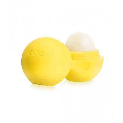 EOS Бальзам для губ Lemon Drop with SPF 15, 7 гFS-00897Полностью натуральный, на 95% органический бальзам для губ со вкусом лимонного леденца в футляре из пластика (упакован в термоусадочную пленку). Не содержит парабенов, глютена и продуктов нефтехимии. Применяется в косметических целях для увлажнения и питания губ.