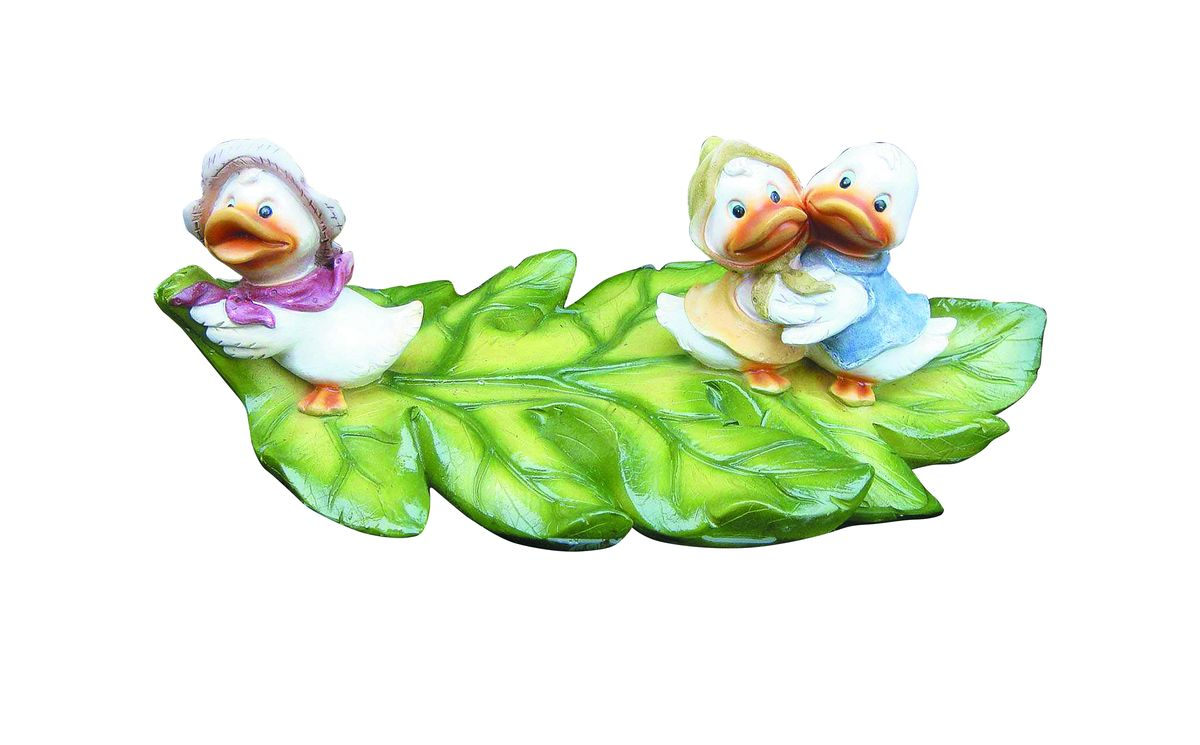Фигурка плавающая Green Apple Утята, 30,3 х 18,2 х 11,3 смK100Фигурка плавающая Green Apple Утята изготовлена из полистоуна - это легкий практичный материал, который устойчив к любым погодным условиям, отличается прочностью и практичностью. Фигурка выполнена в виде зеленого листочка с тремя утятами, предназначена для небольших прудов на садовых и коттеджных участках. Послужит прекрасным декоративным украшением.