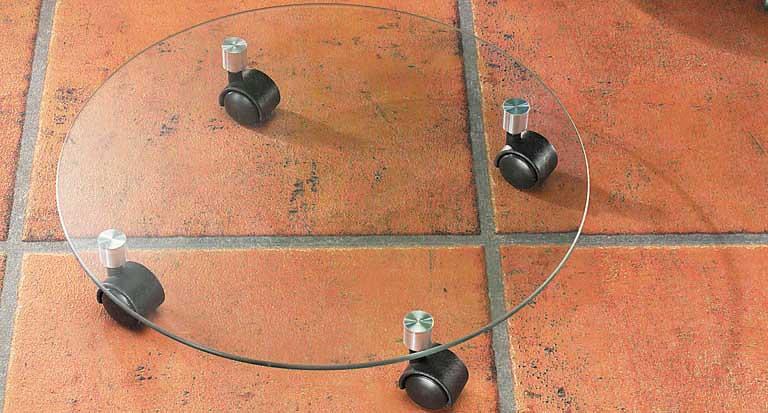 Подставка для цветочного горшка Kesper, стеклянная, на колесиках, диаметр 35 смSCB271023Подставка под цветы Kesper изготовлена из закаленного стекла. Подставка оснащена четырьмя удобными пластиковыми колесиками, с помощью которых можно легко переставить изделие в нужное место. Такая подставка идеально впишется в интерьер вашего дома. Диаметр подставки: 35 см.Высота: 6 см.Диаметр колесика: 3 см.Толщина стекла: 6 мм.Максимальная нагрузка: 75 кг. Максимальная нагрузка при движении: 25 кг.