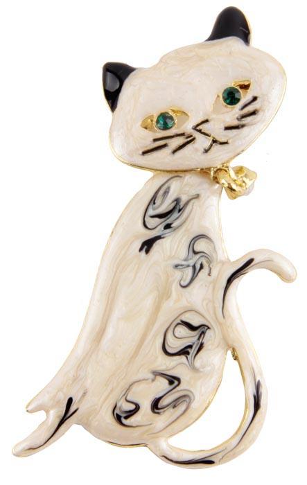 Брошь Сиамская кошка. Металл, имитация перламутра, австрийские кристаллы. Alilang, Китай, конец XX векаБрошь-булавкаБрошь Сиамская кошка.Металл, имитация перламутра, австрийские кристаллы.Alilang, Китай, конец XX века.Длина 6,5 см, ширина 3 см.Сохранность хорошая. Брошь представлена в виде элегантной кошечки из полихромной эмали бежевых оттенков с черными ушками и темными узорами. глазки зеленого цвета и очаровательная подвеска на шее сделаны из австрийских кристалловОчаровательный питомец порадует Вас и Ваших близких своим ярким цветом!Прекрасное украшение для повседневного ношения.