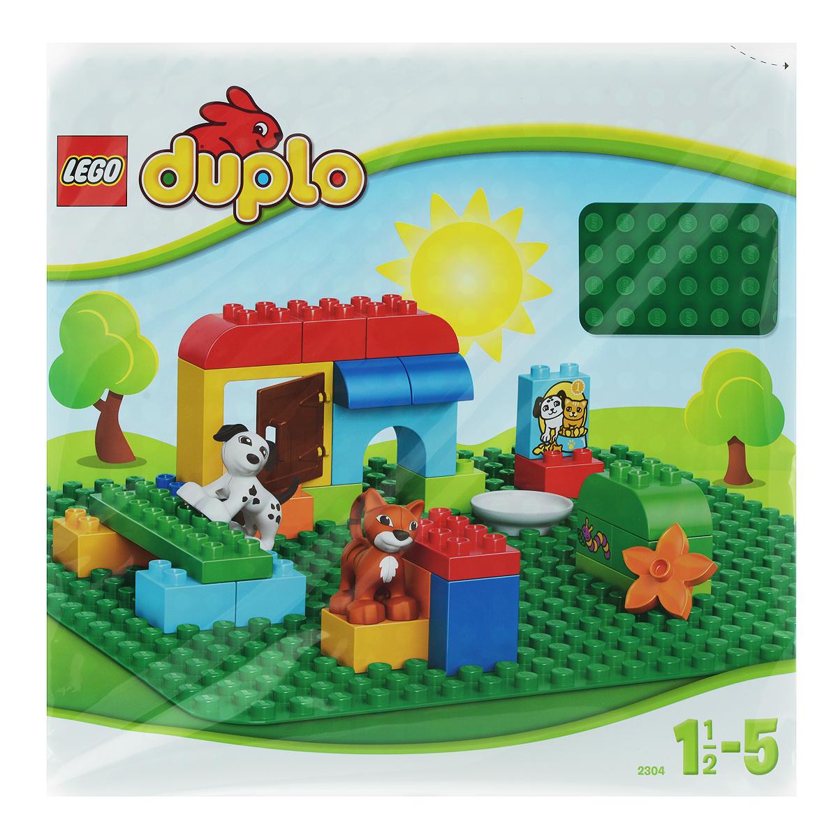 Создаете ли вы уличную сценку, замок или что-то продиктованное вам собственным воображением, эта базовая пластина зеленого цвета размером 38,5 см х 38,5 см (24 х 24 выступа) - идеальная отправная точка для сборки, демонстрации ваших творений из LEGO Duplo и игры с ними. Незаменимая деталь для создания двориков, полянок и других постановок, где необходим зеленый цвет земли. Но при желании эту плиту можно использовать при любой стройке из кубиков LEGO Duplo, ведь яркий зеленый цвет подойдет всюду! Рекомендуемый возраст: от 18 месяцев до 5 лет.
