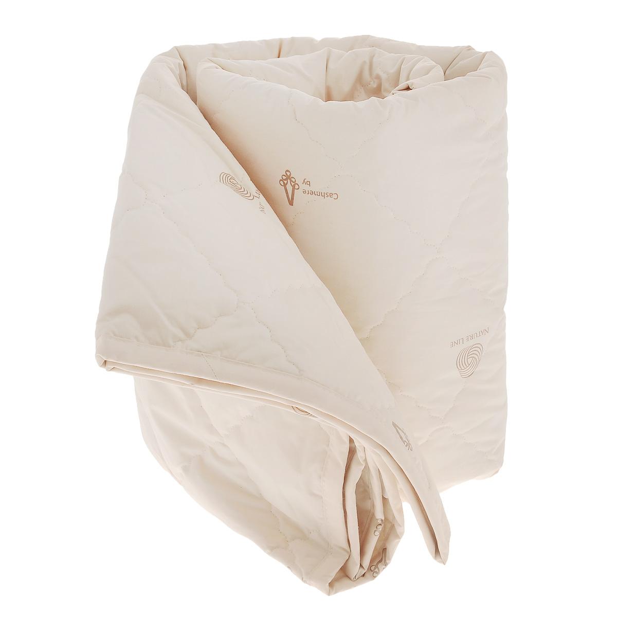 Одеяло La Prima Кашемир, наполнитель: кашемир, полиэфирное волокно, цвет: светло-бежевый, 170 см х 205 см10503Одеяло La Prima Кашемир очень легкое, воздушное и одновременно теплое. Чехол одеяла выполнен из 100% хлопка. Наполнитель - из натуральной шерсти кашемирской козы. Одеяла с наполнителем из кашемира очень высоко ценят во всем мире. Изделие обладает высокой воздухопроницаемостью, прекрасно сохраняет тепло и снимает статистическое электричество. Оно гипоаллергенно, очень практично и неприхотливо в уходе. Благоприятно воздействует на мышцы и суставы, создавая эффект микромассажа, обеспечивает здоровый и глубокий сон. Ручная стирка при температуре 30°С. Материал чехла: 100% хлопок.Наполнитель: кашемир, полиэфирное волокно. Размер: 170 см х 205 см.