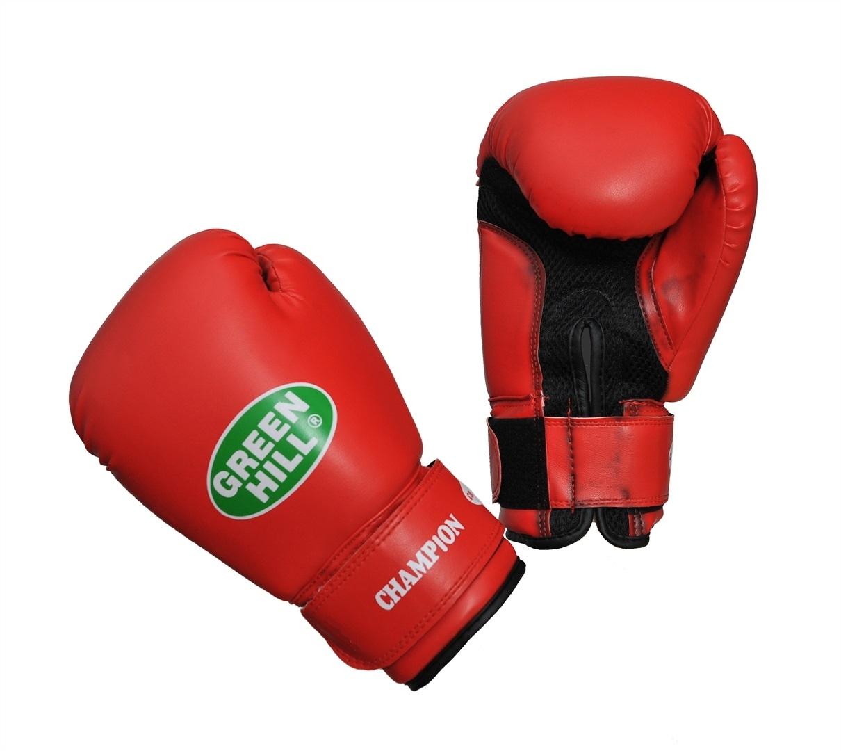 """Боксерские перчатки Green Hill """"Champion"""" предназначены для тренировок и соревнований. Верх выполнен из синтетической кожи, наполнитель - из пенополиуретана. Вставка из прочной замшевой сетки в области ладони позволяет создать максимально комфортный терморежим во время занятий. Перчатка хорошо проветривается благодаря системе воздухообмена. Широкий ремень, охватывая запястье, полностью оборачивается вокруг манжеты, благодаря чему создается дополнительная защита лучезапястного сустава от травмирования. Застежка на липучке способствует быстрому и удобному одеванию перчаток, плотно фиксирует перчатки на руке."""